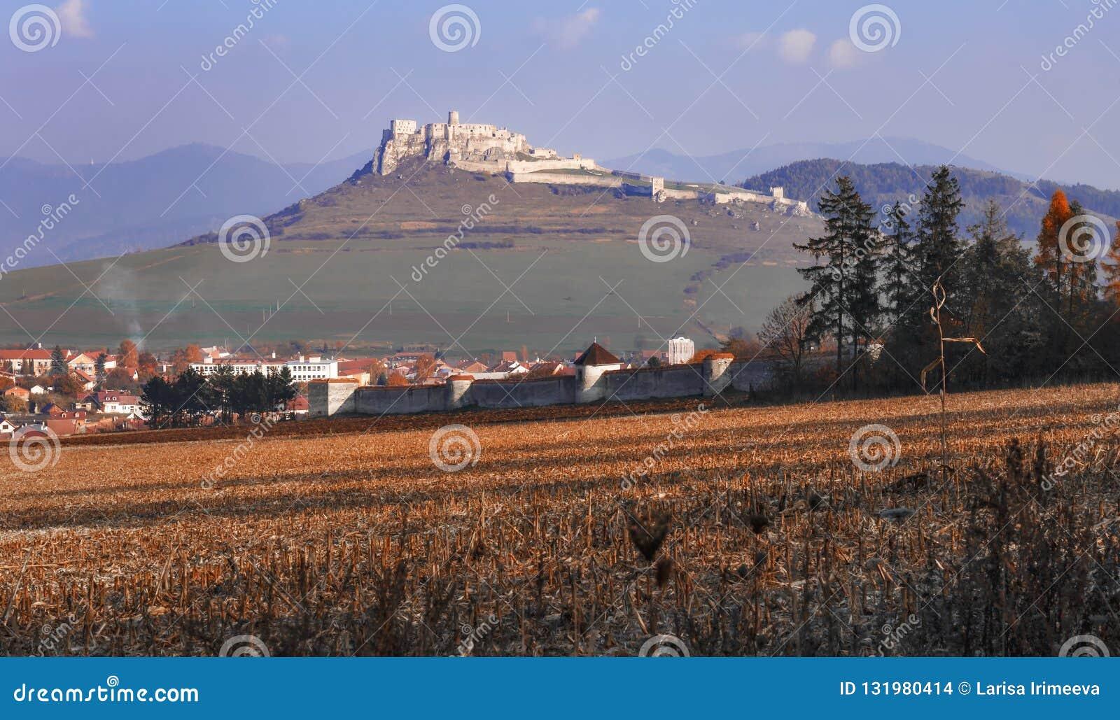 Fördärvar av den Spis slotten i hösten - den slovakiska republiken