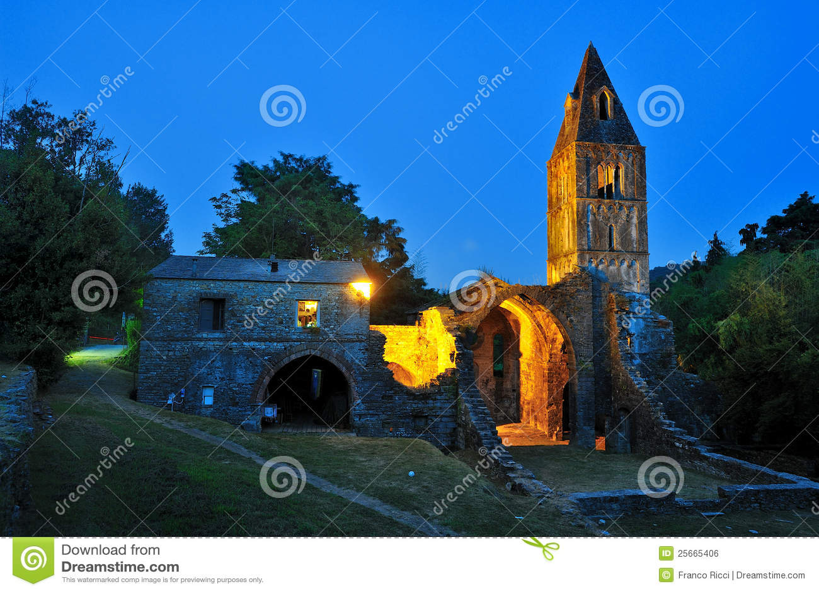 Fördärvar den kyrkliga italy för christien rapalloen valle