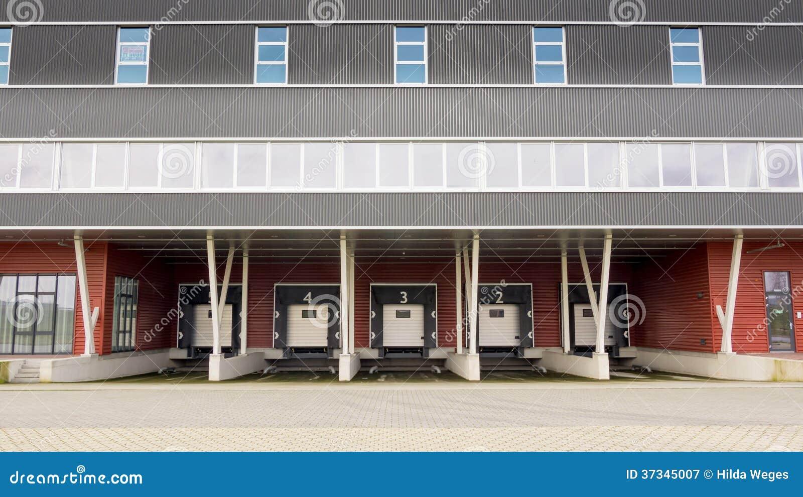 Fördelningsmitt och anslutningsstation för lastbilar