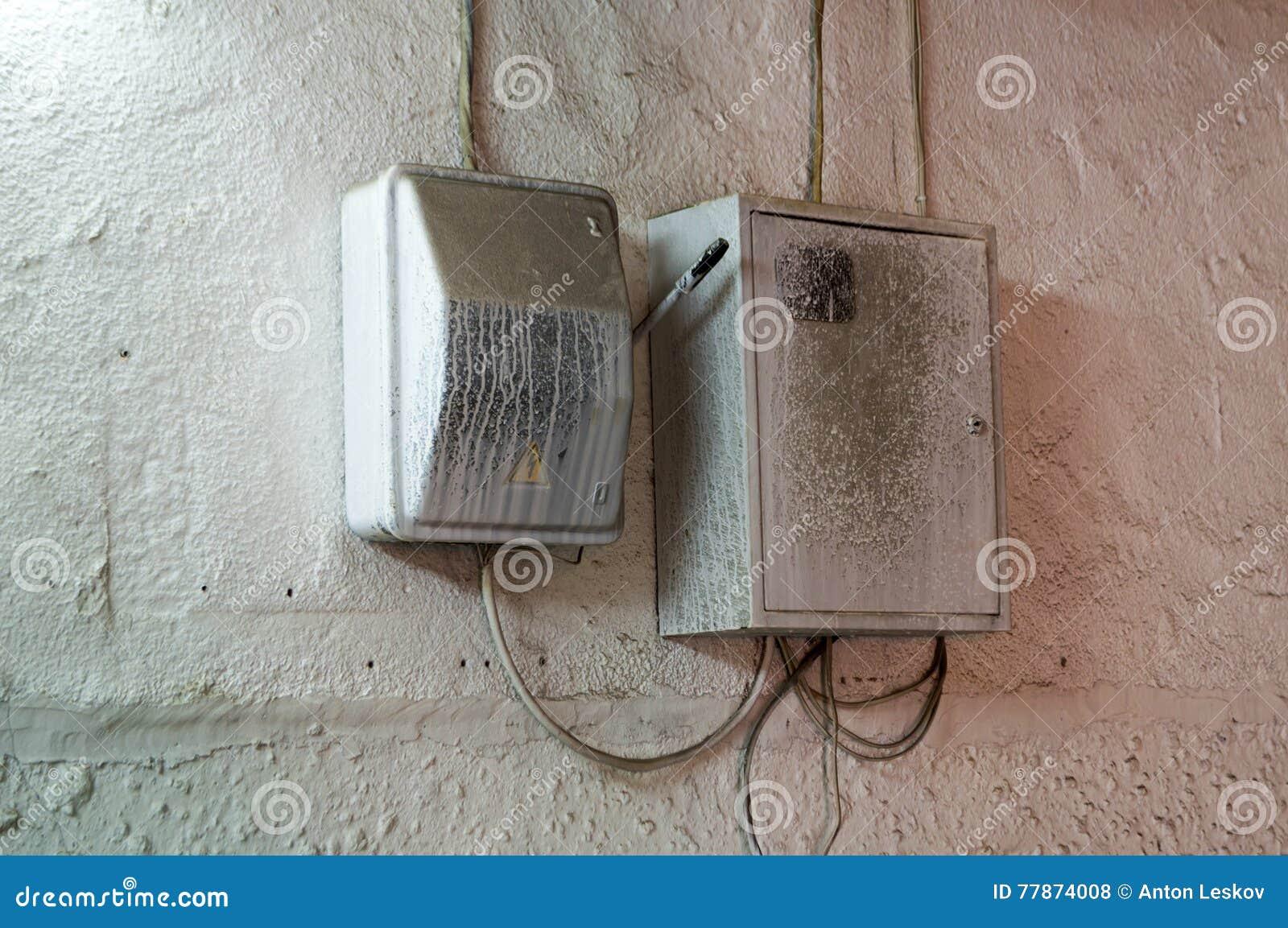 Föreningspunktasken på en vägg