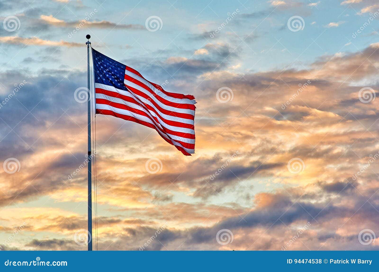 Förenta staternaflaggasolnedgång
