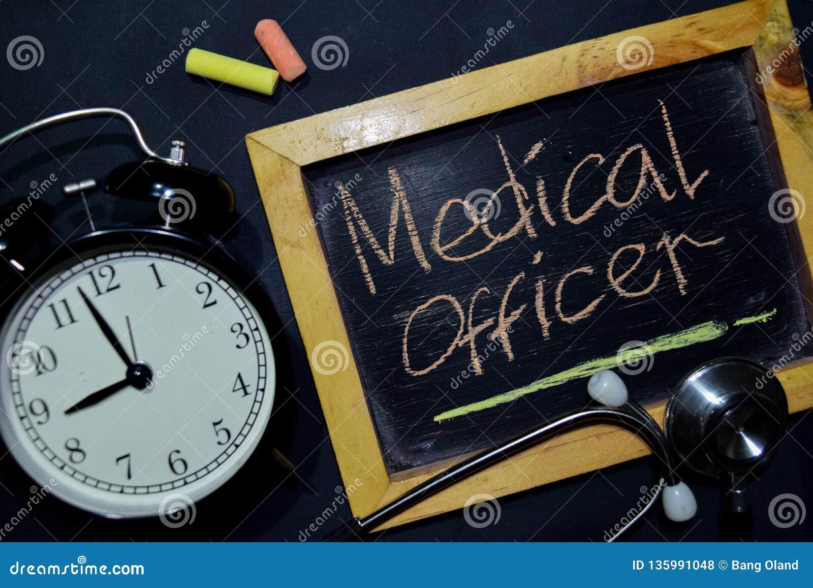 Företagsläkarehandskrift på sikt för svart tavla överst