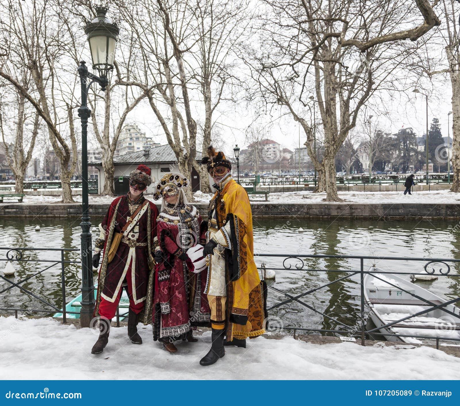 Förklädd grupp - Annecy Venetian karneval 2013