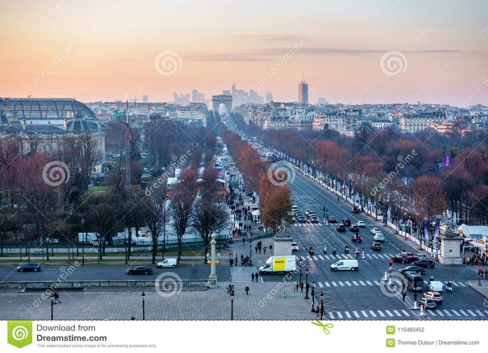 Förlägga de la Concorde och Champs-Elysees den flyg- sikten i Paris