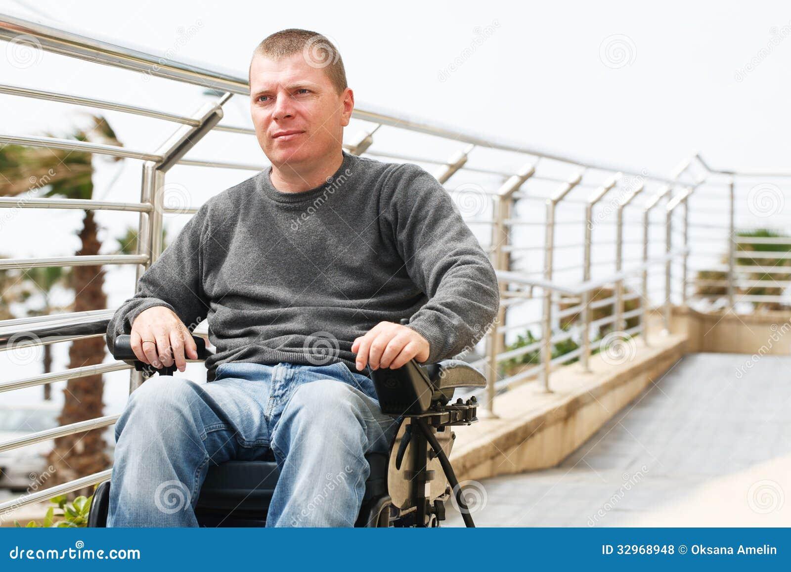 Förlamad i båda benen - rullstol