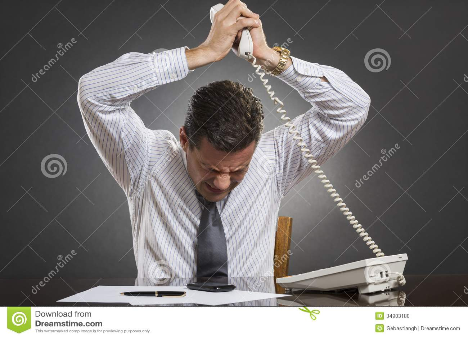 Förlorande humörkontroll för affärsman