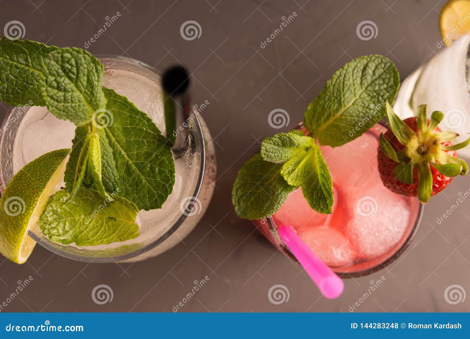 Förnya gjorde stärkande Mahito av jordgubben, limefrukt, rom