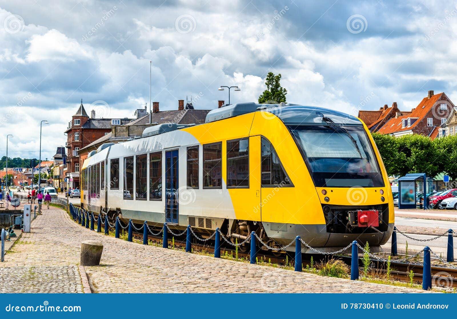 Förorts- drev på den Hornbaek linjen i Helsingor - Danmark