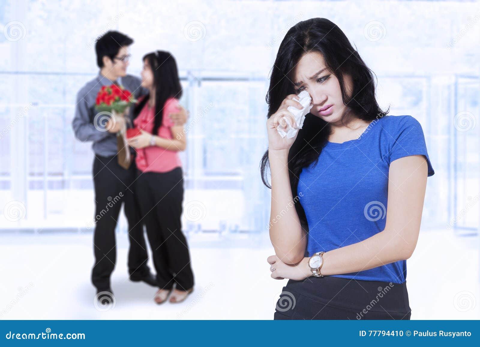 Förrådde kvinna och par på baksidan