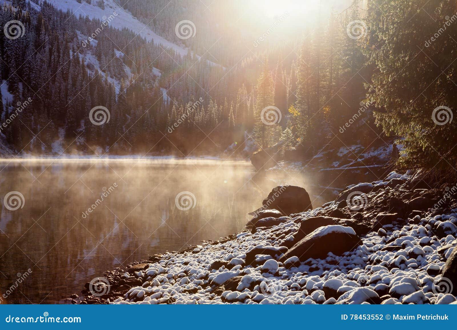 Första snöfall på sjön