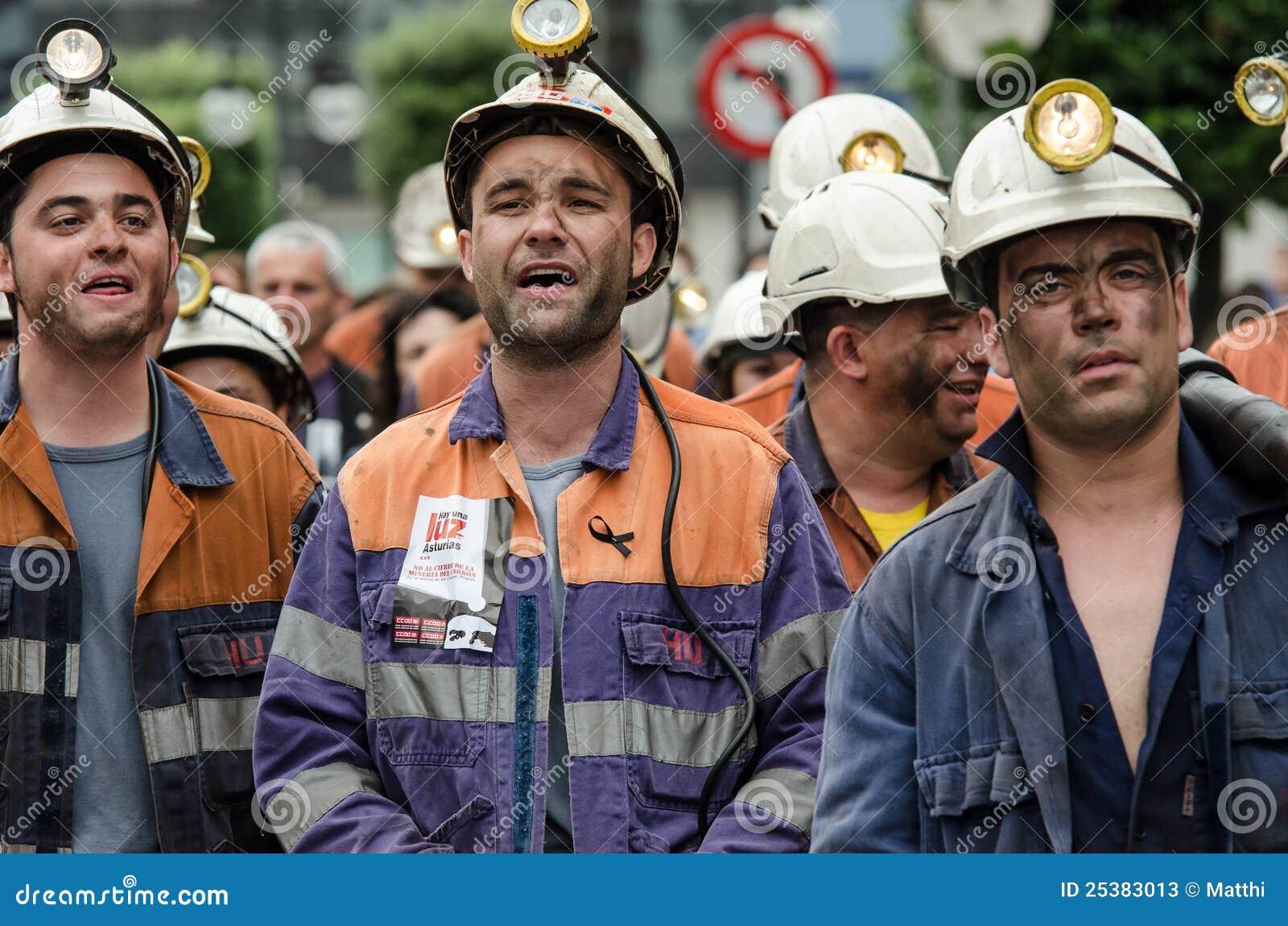 Försvarlangreo samlar mass gruvarbetare