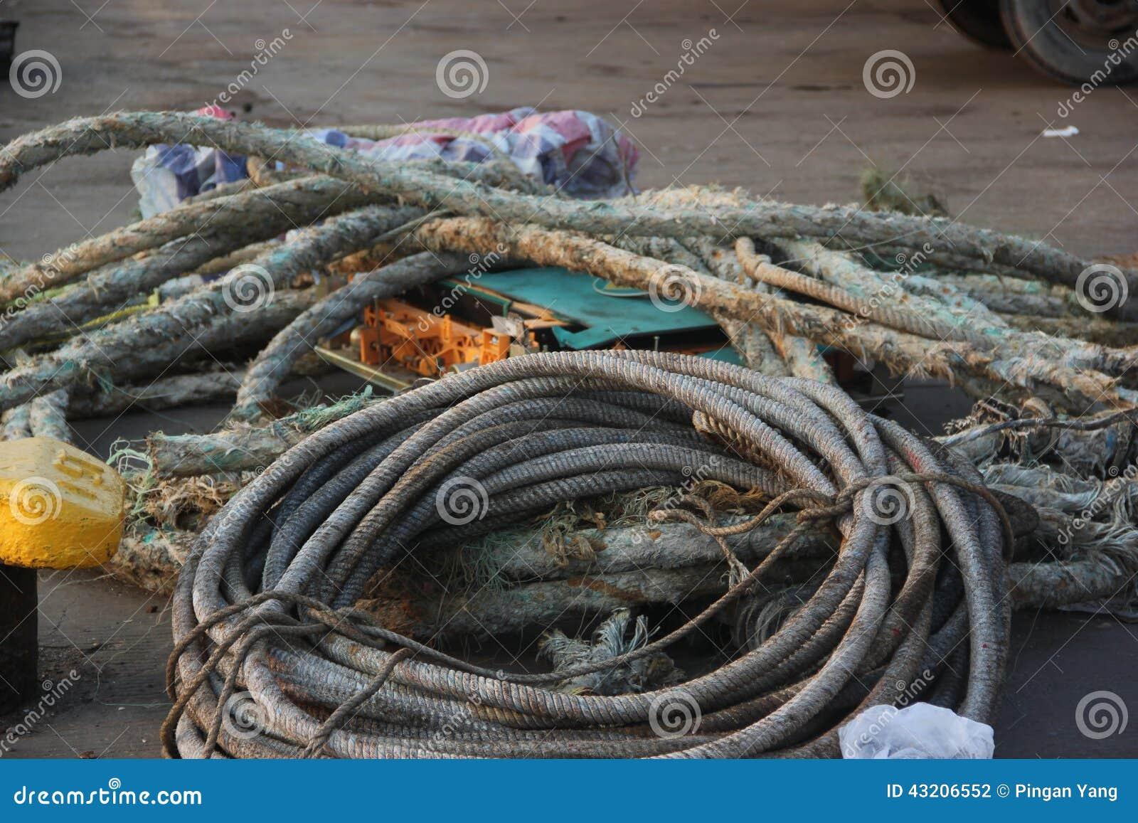 Download Förtöja repet på skeppet arkivfoto. Bild av sjöman, hjälpmedel - 43206552