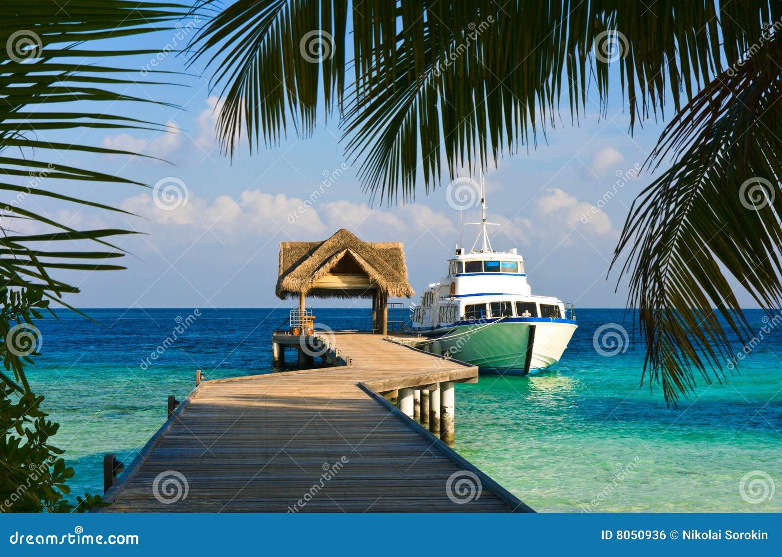 Förtöjd yacht