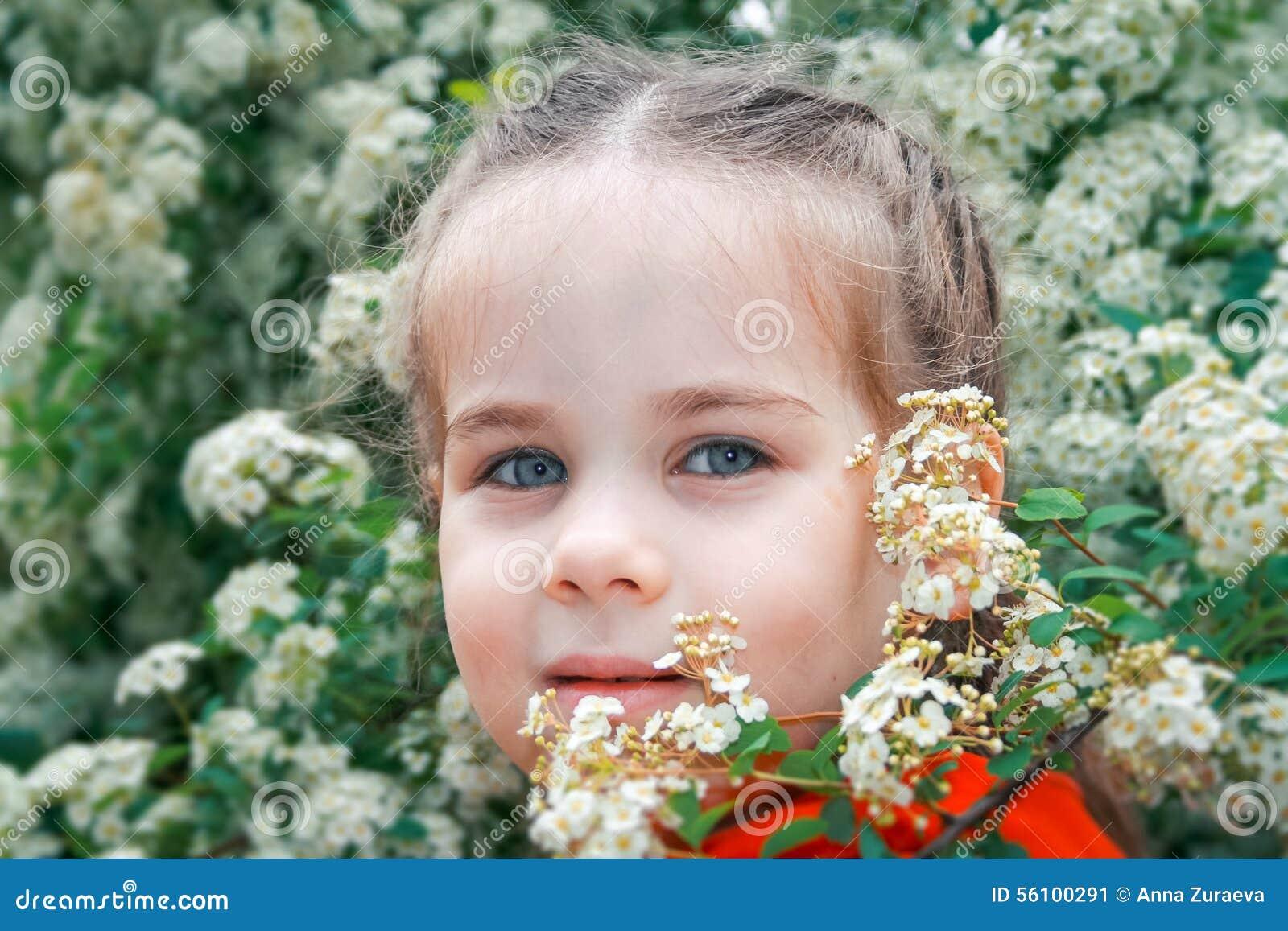 Förtjusande flicka little