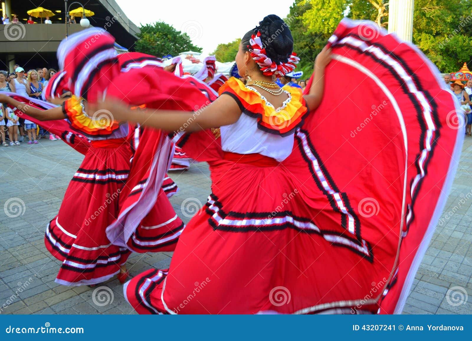 Download Förträffliga Mexicanska Danskvinnor Redaktionell Bild - Bild av kvinnlig, dansare: 43207241