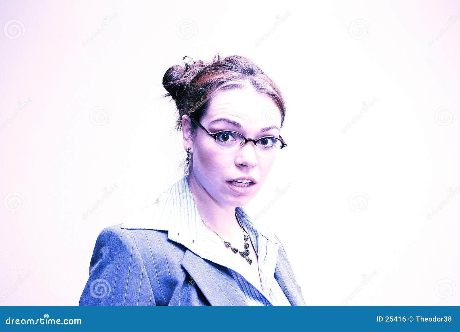 Förvånad affärskvinna