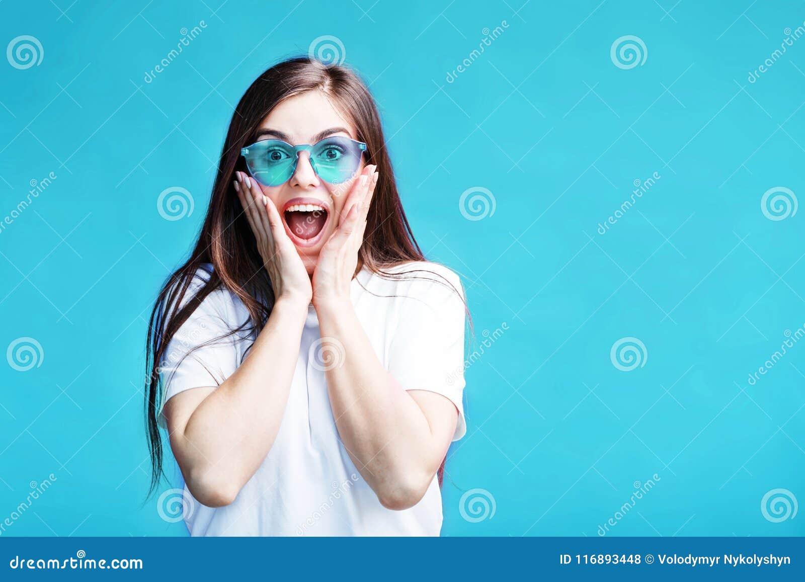 Förvånad flicka