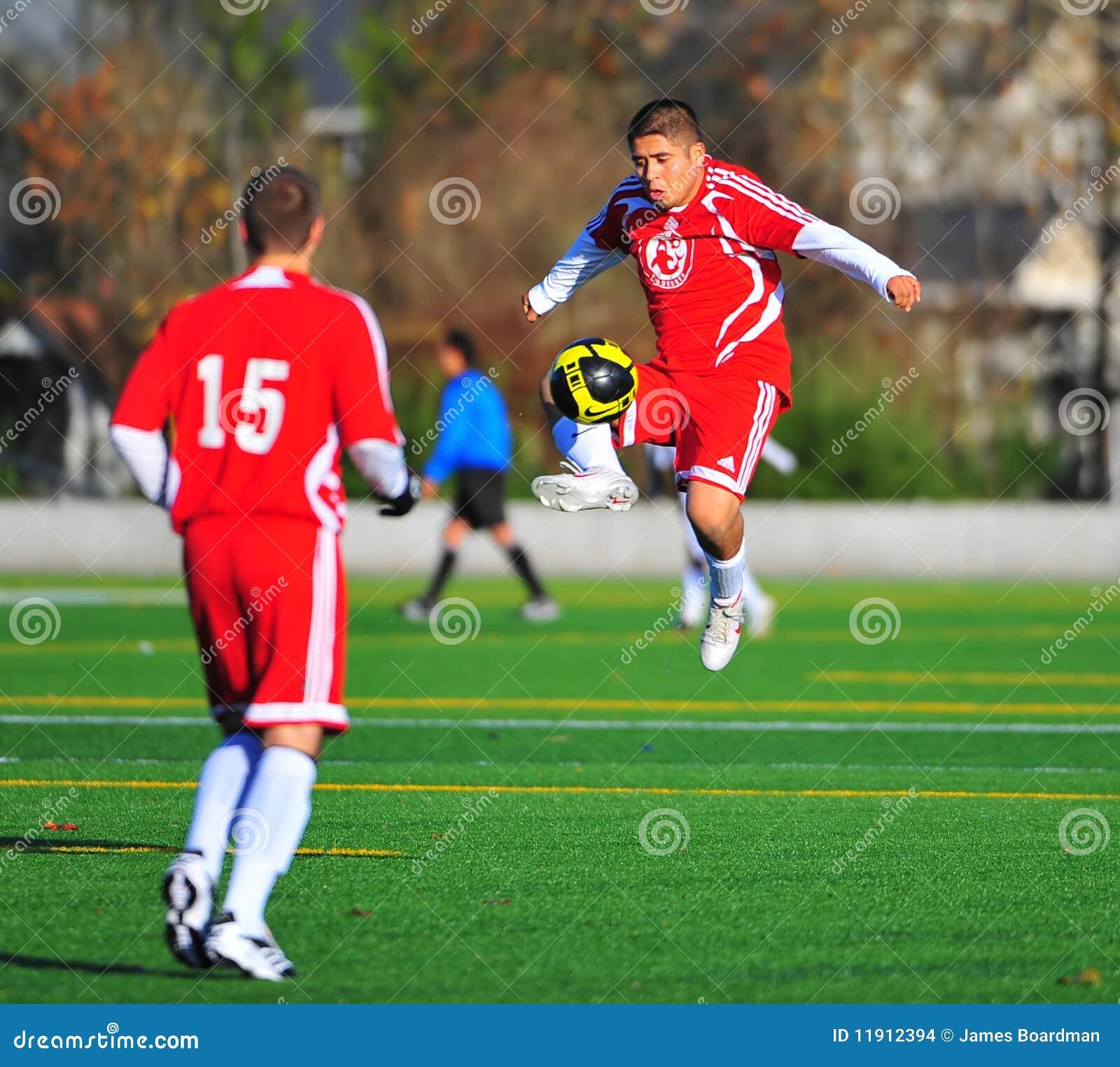 Fútbol del club del Mens en el aire.