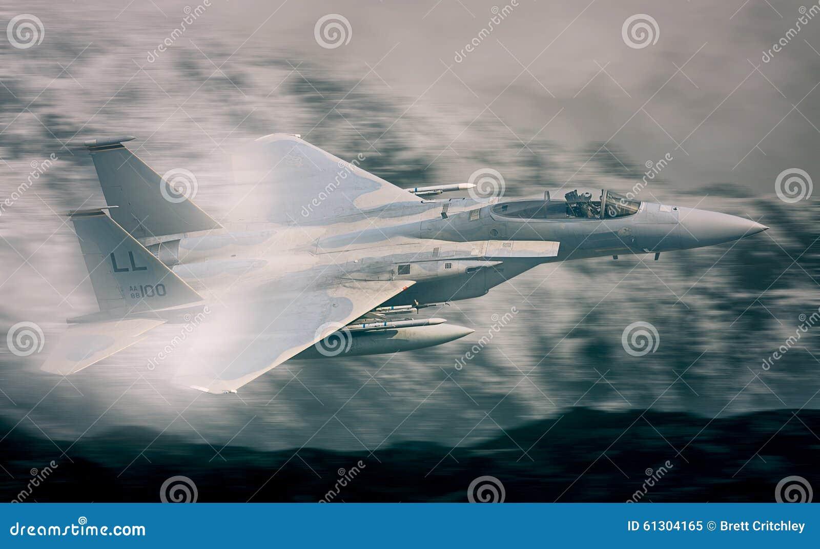 F15军事喷气式歼击机飞行