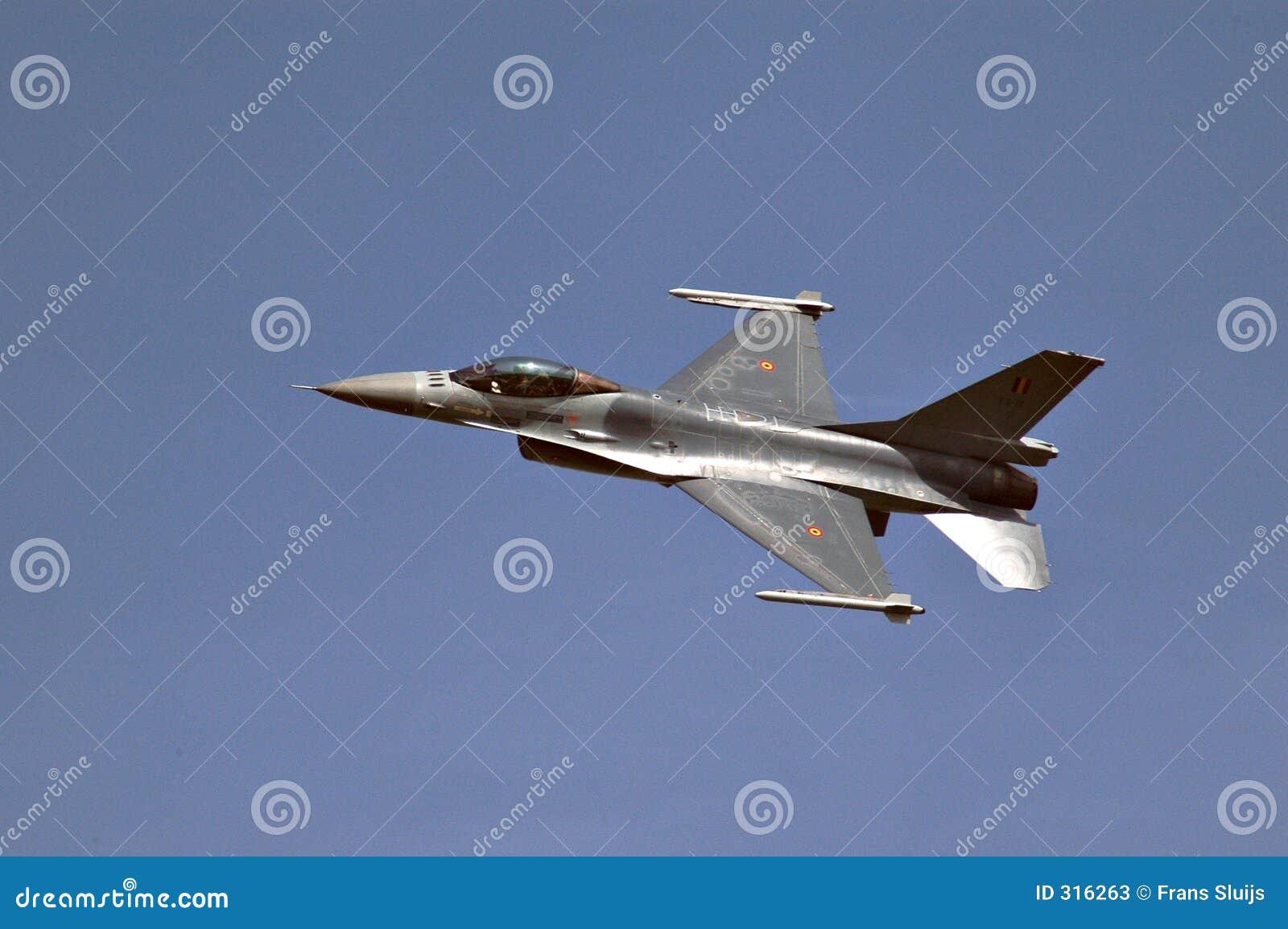 F 16 fly