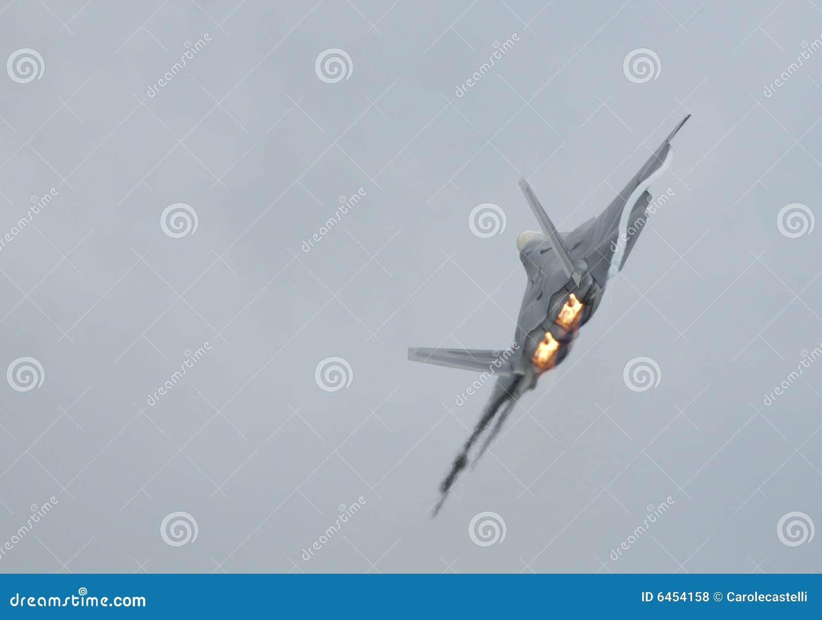 F-22 Raptor turning