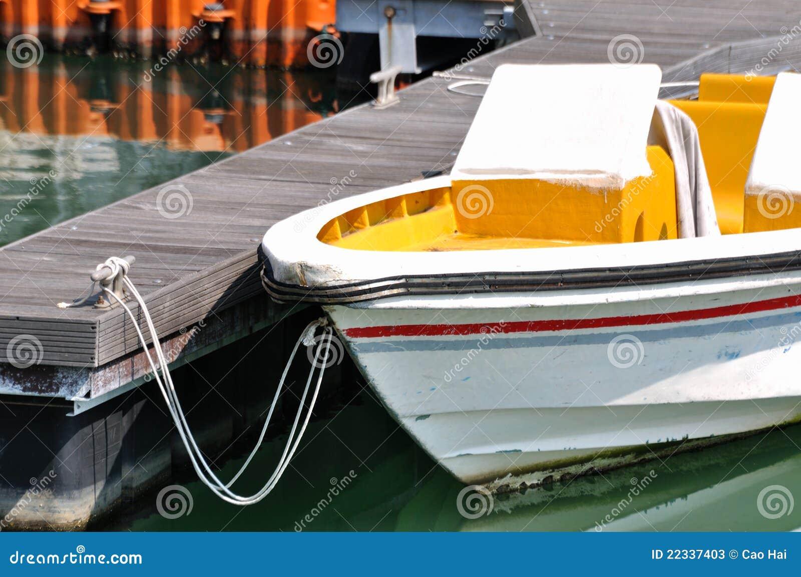 Fästa den små fartygdockhamnen