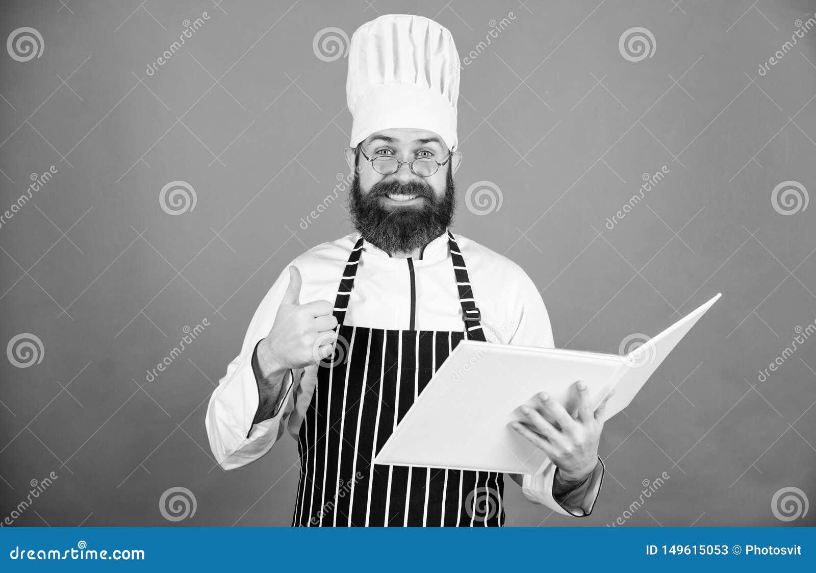 F?rb?ttra att laga mat expertis Bokrecept Enligt recept Sk?ggig kock f?r man som lagar mat mat Begrepp f?r kulinariska konster am