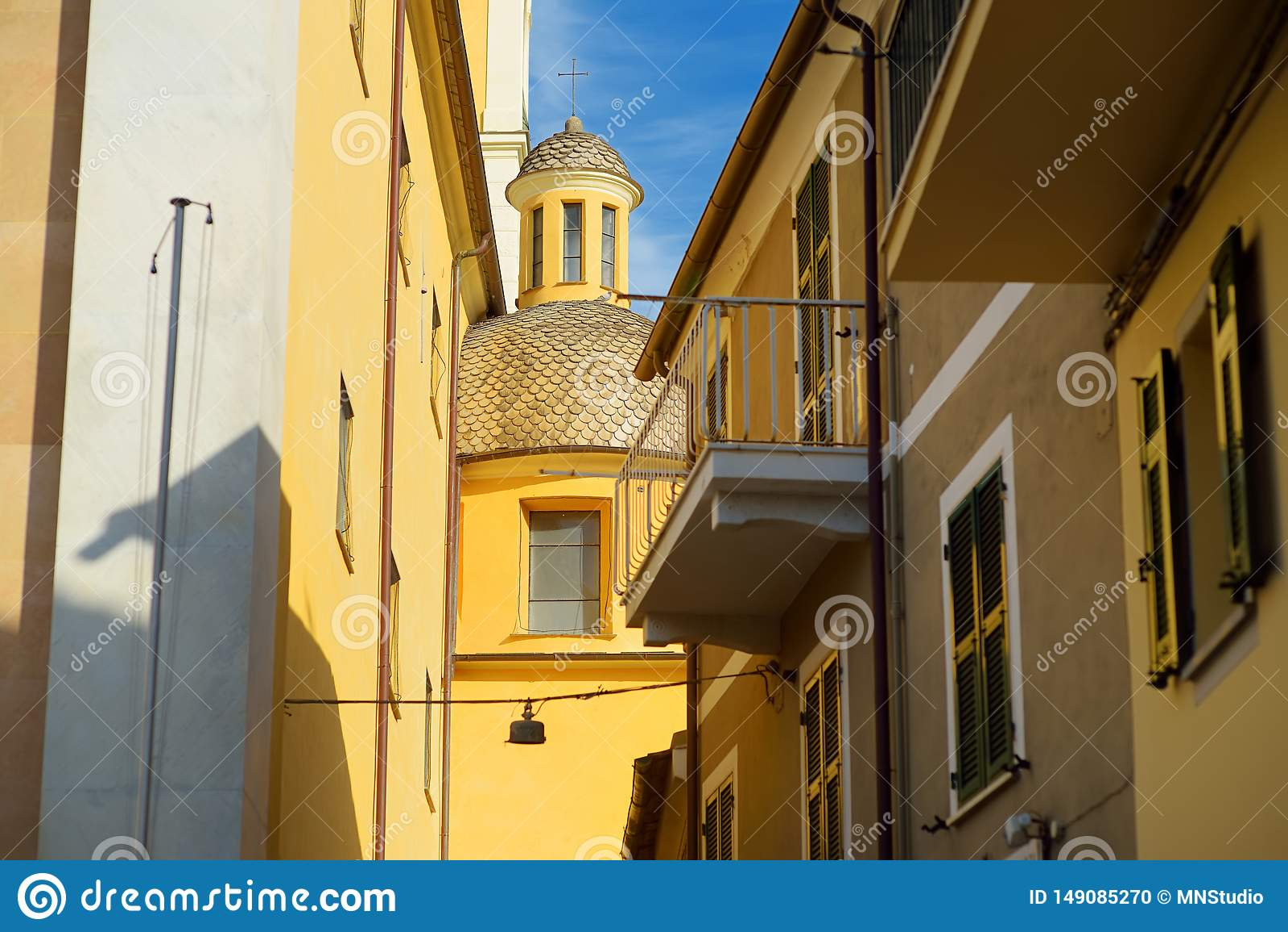 F?rgrika hus av den Lerici staden som lokaliseras i landskapet av La Spezia i Liguria, del av italienaren Riviera