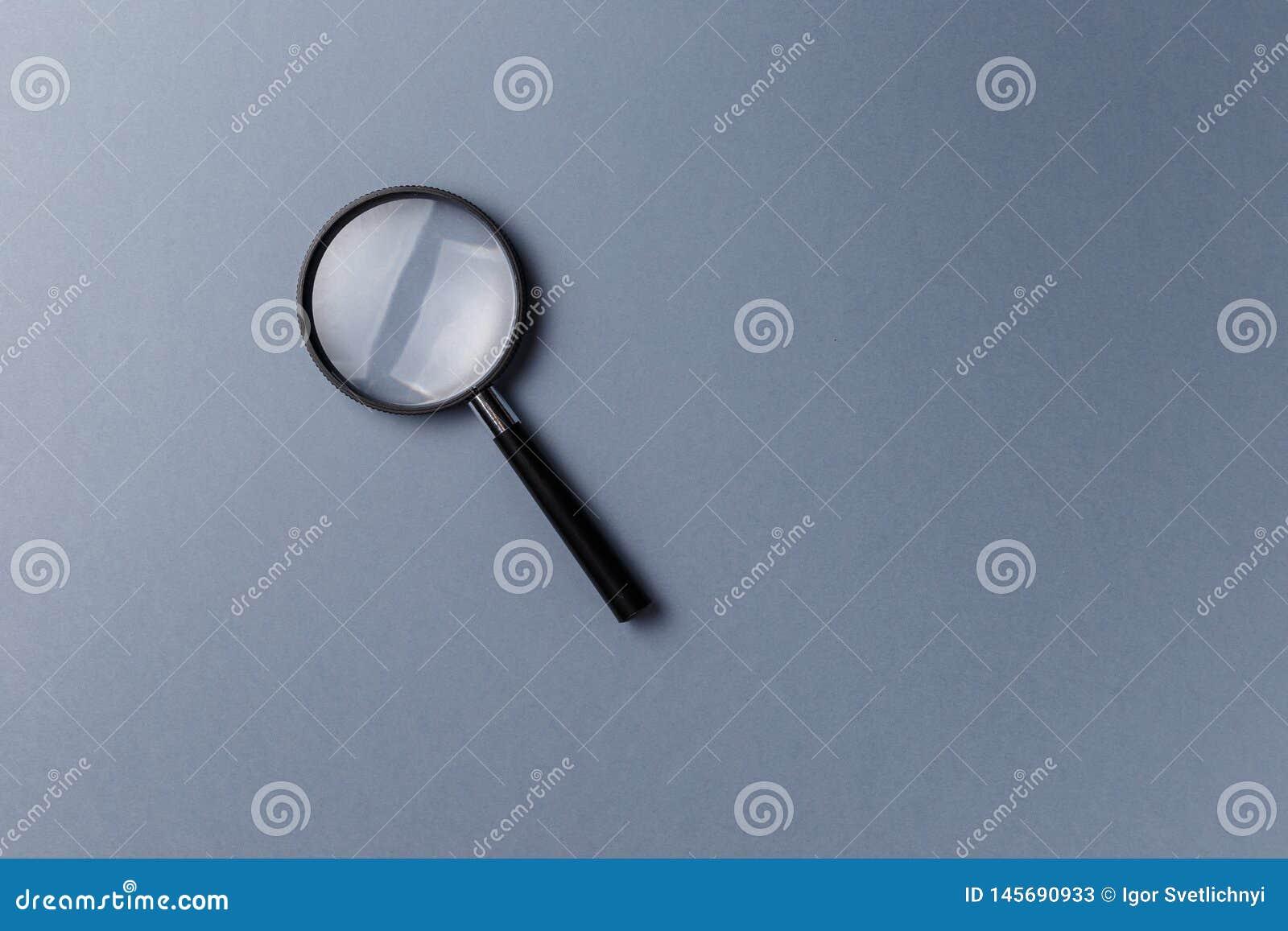 F?rstoringsglas p? gr? bakgrund