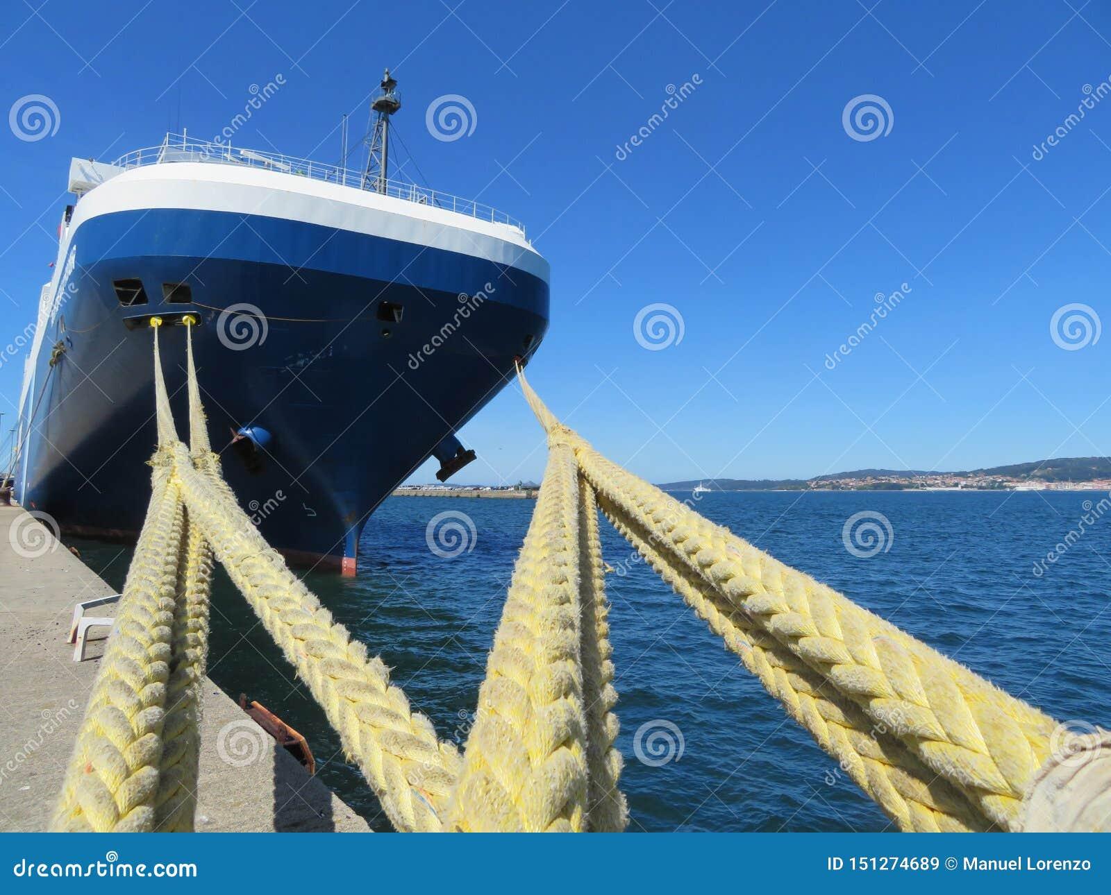 F?rt?jer port var parkerade fartyg som ska tankas och repareras