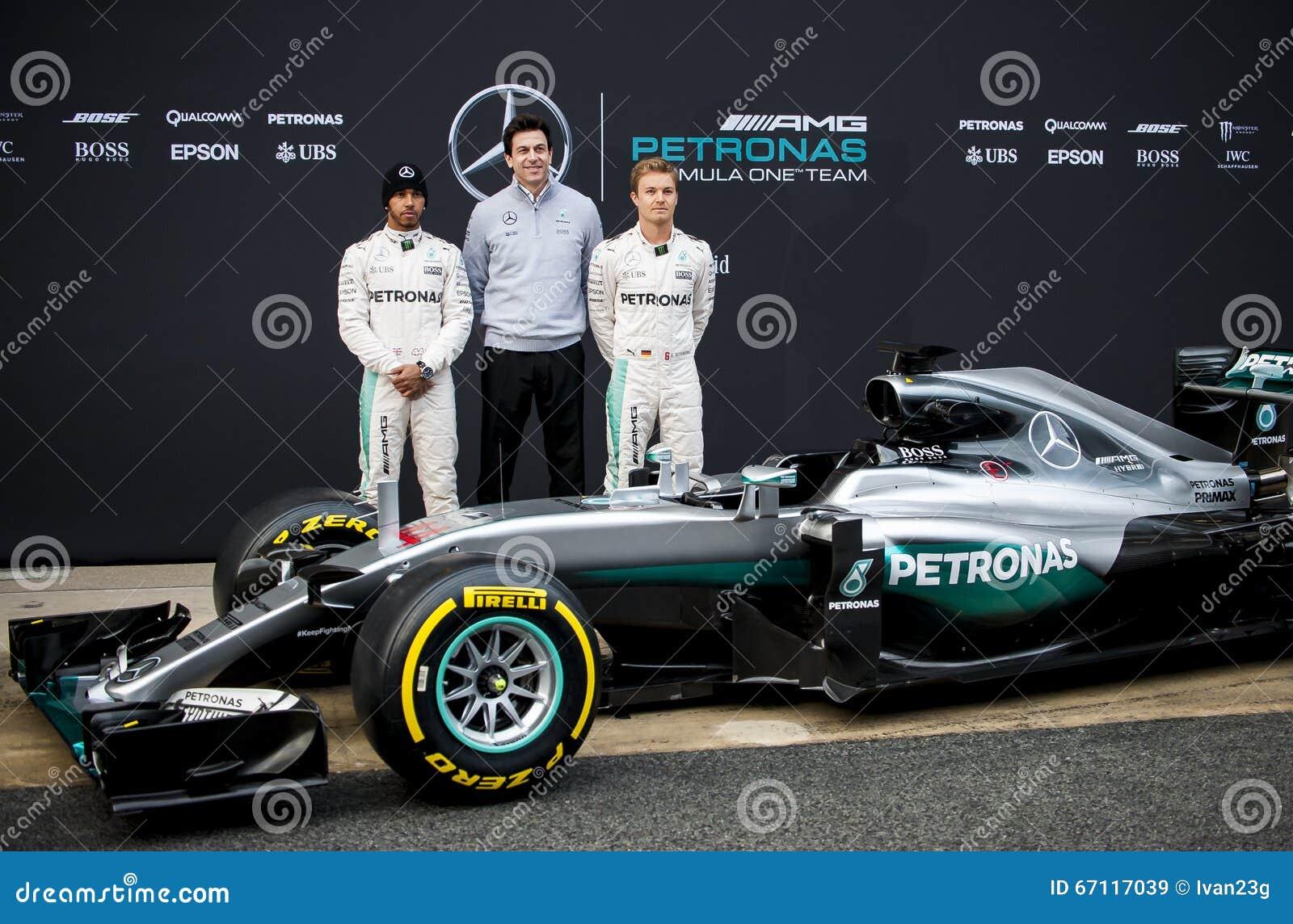 Het Team van Mercedes AMG F1 stelt het is nieuwe auto voor seizoen ...