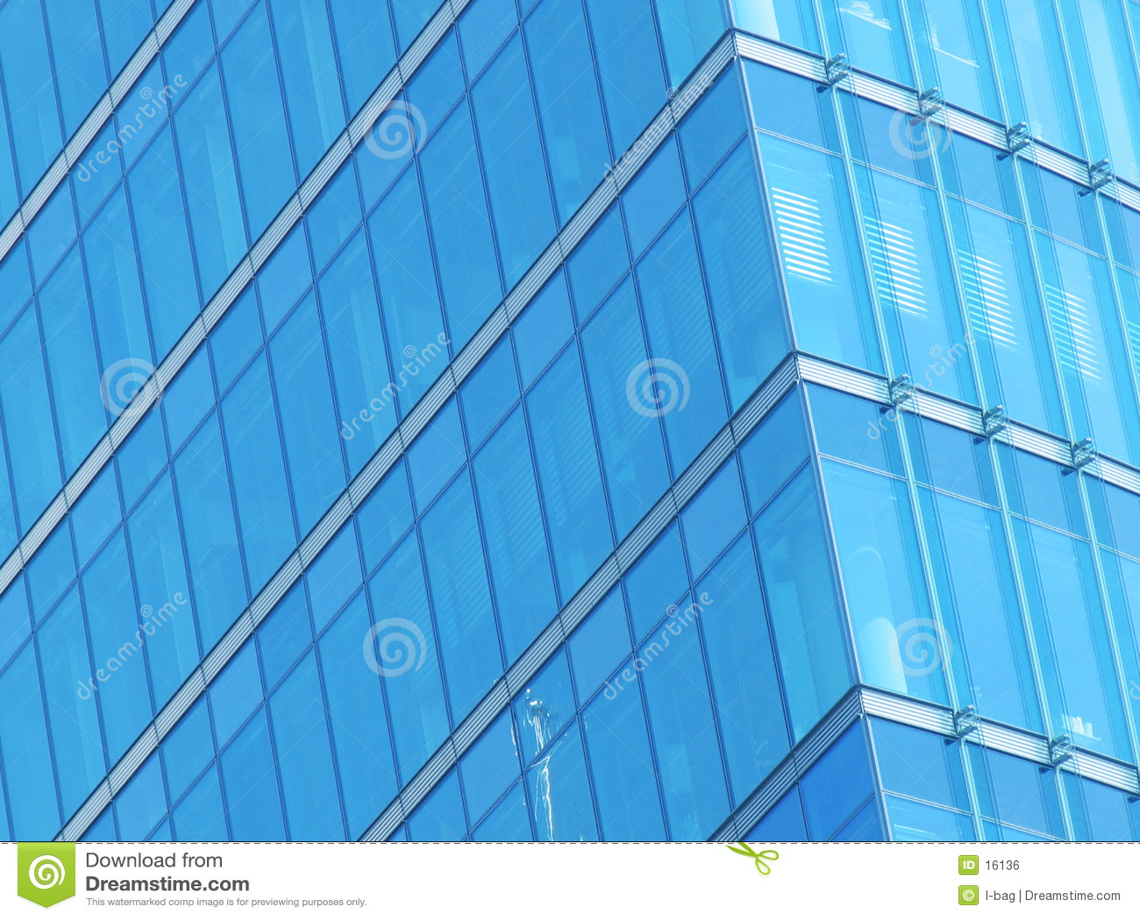 Façade bleue en verre de construction