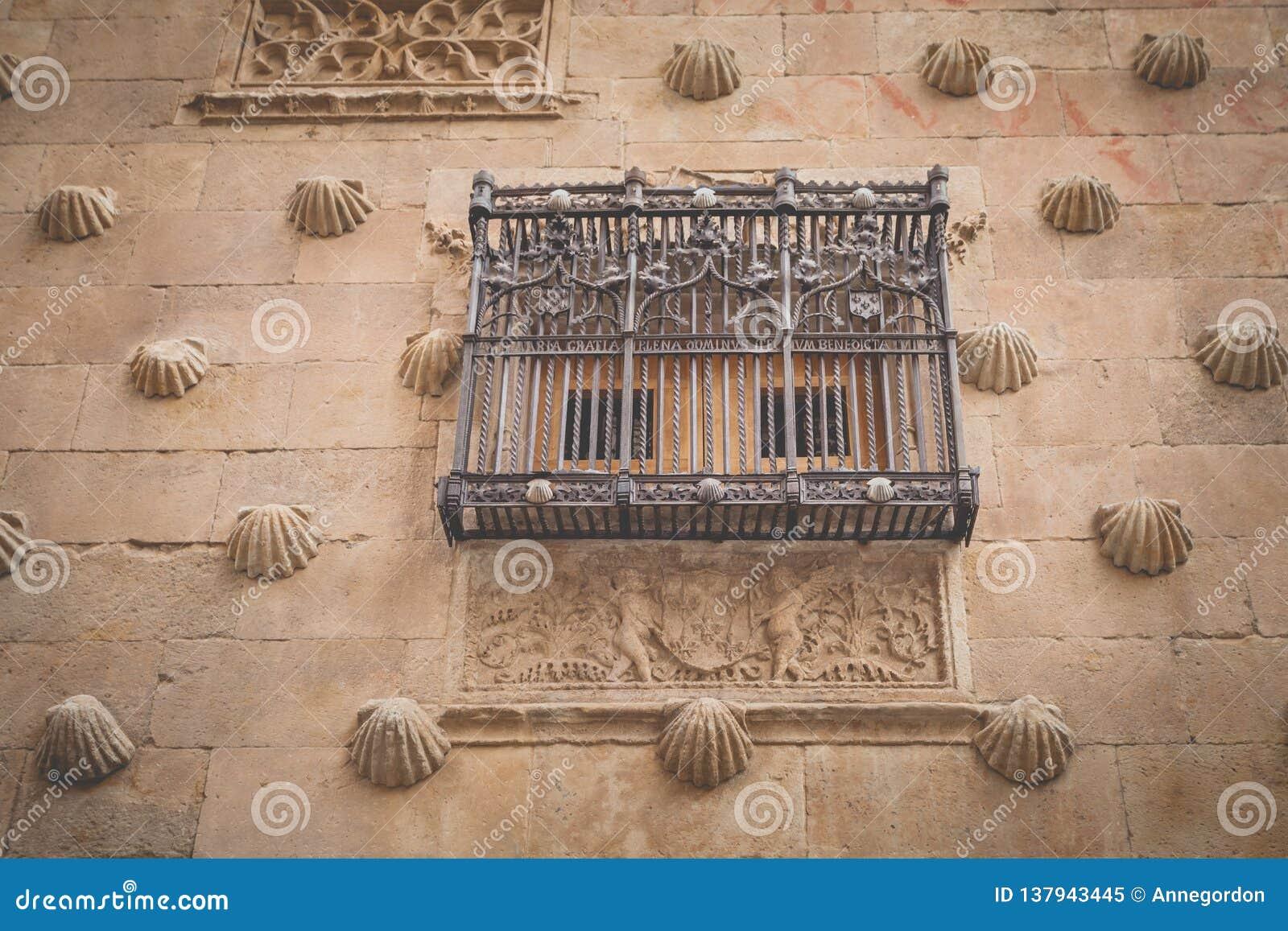 Façade Casa de las Conchas in Salamanca