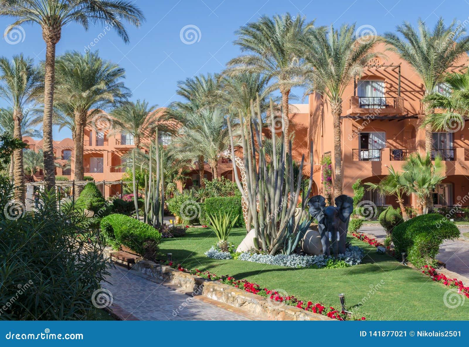 Façade d hôtel en Egypte dans le lieu de villégiature de Hurghada, baie de Makadi
