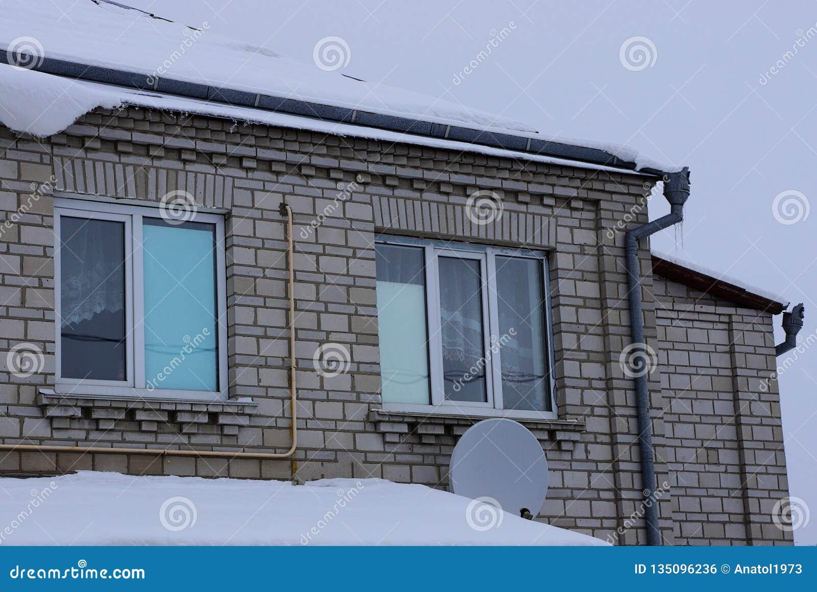 Façade Dune Maison Privée Grise De Brique Avec Des Fenêtres