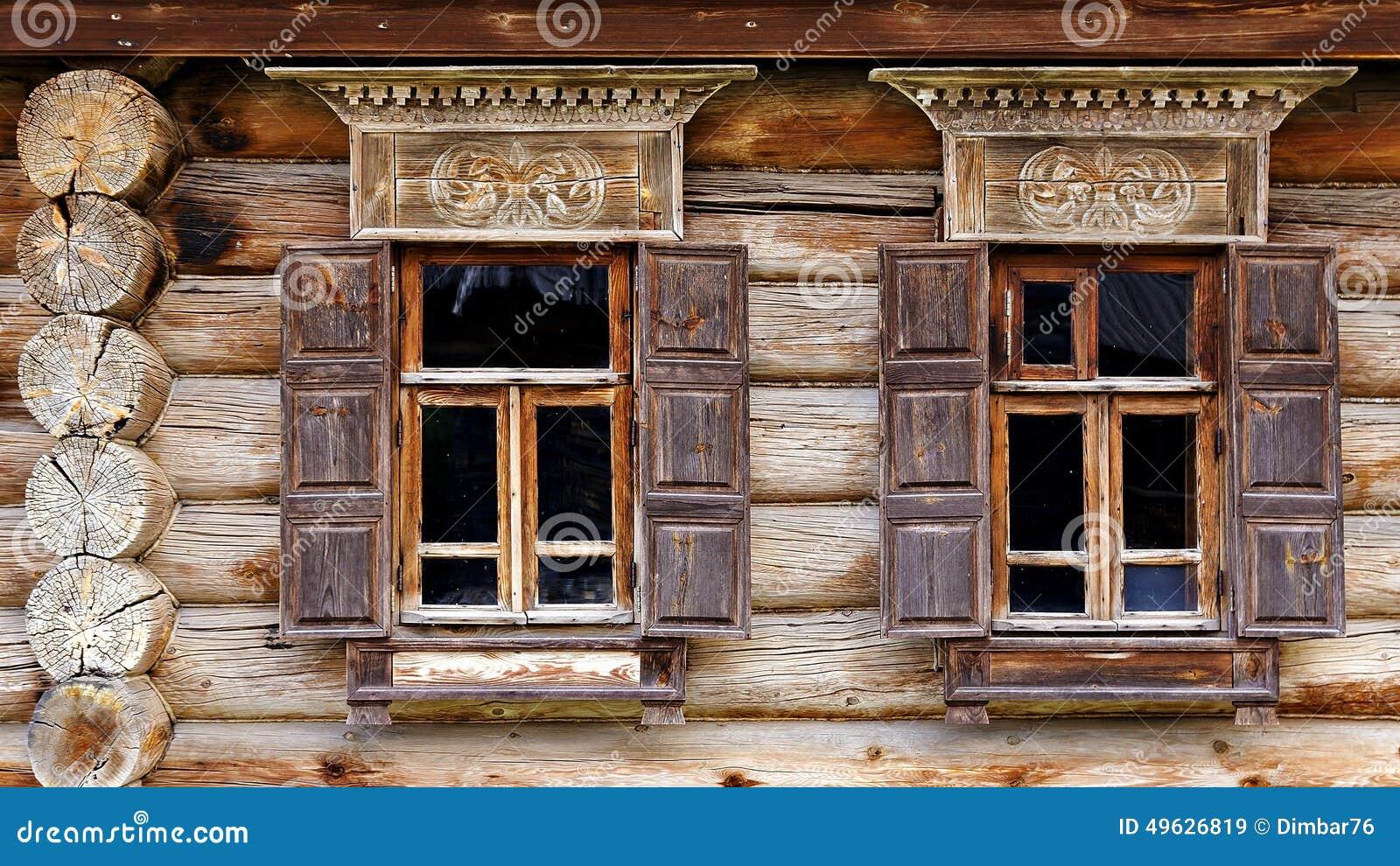 Fa ade de la vieille cabane en rondins dans le mus e de l for Architecture en bois