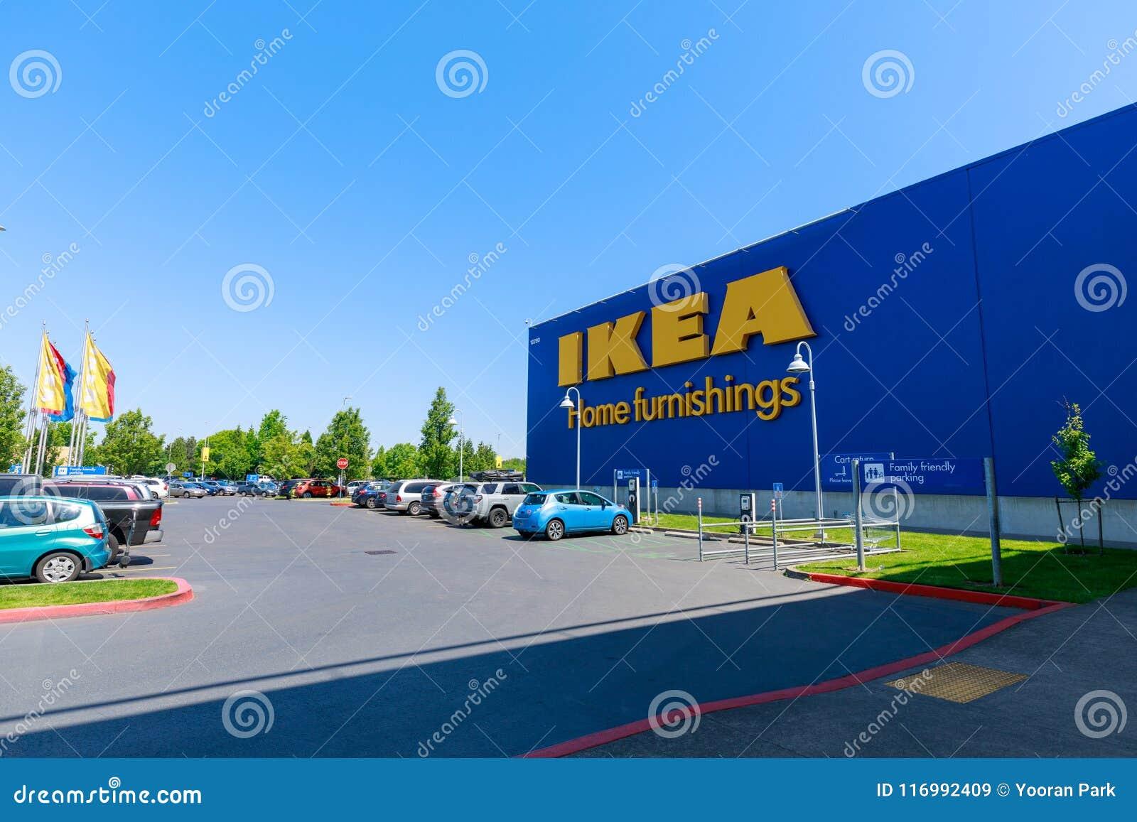 Façade de magasin d IKEA à Portland, Orégon IKEA est le plus grand détaillant du monde   de meubles de s et vend prêt à assemble
