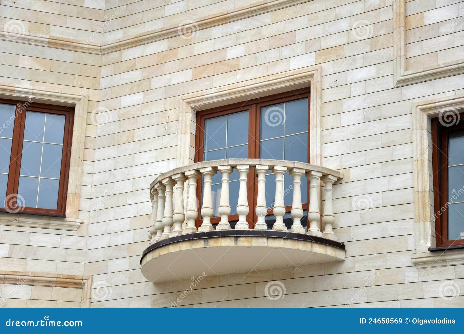 fa ade de maison avec le balcon image stock image 24650569. Black Bedroom Furniture Sets. Home Design Ideas