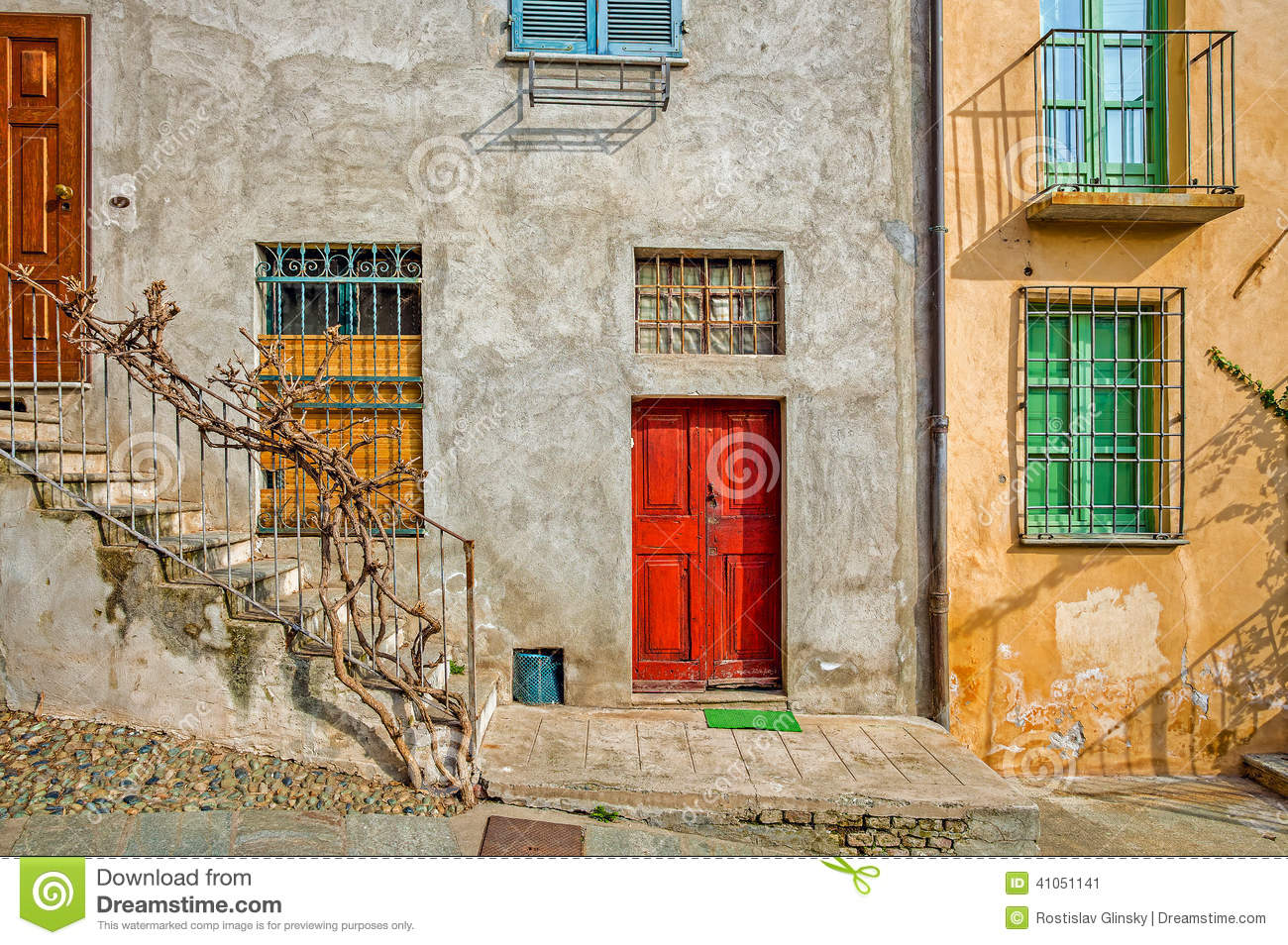 Fa ade de maison italienne typique photo stock image for Maison italienne architecture