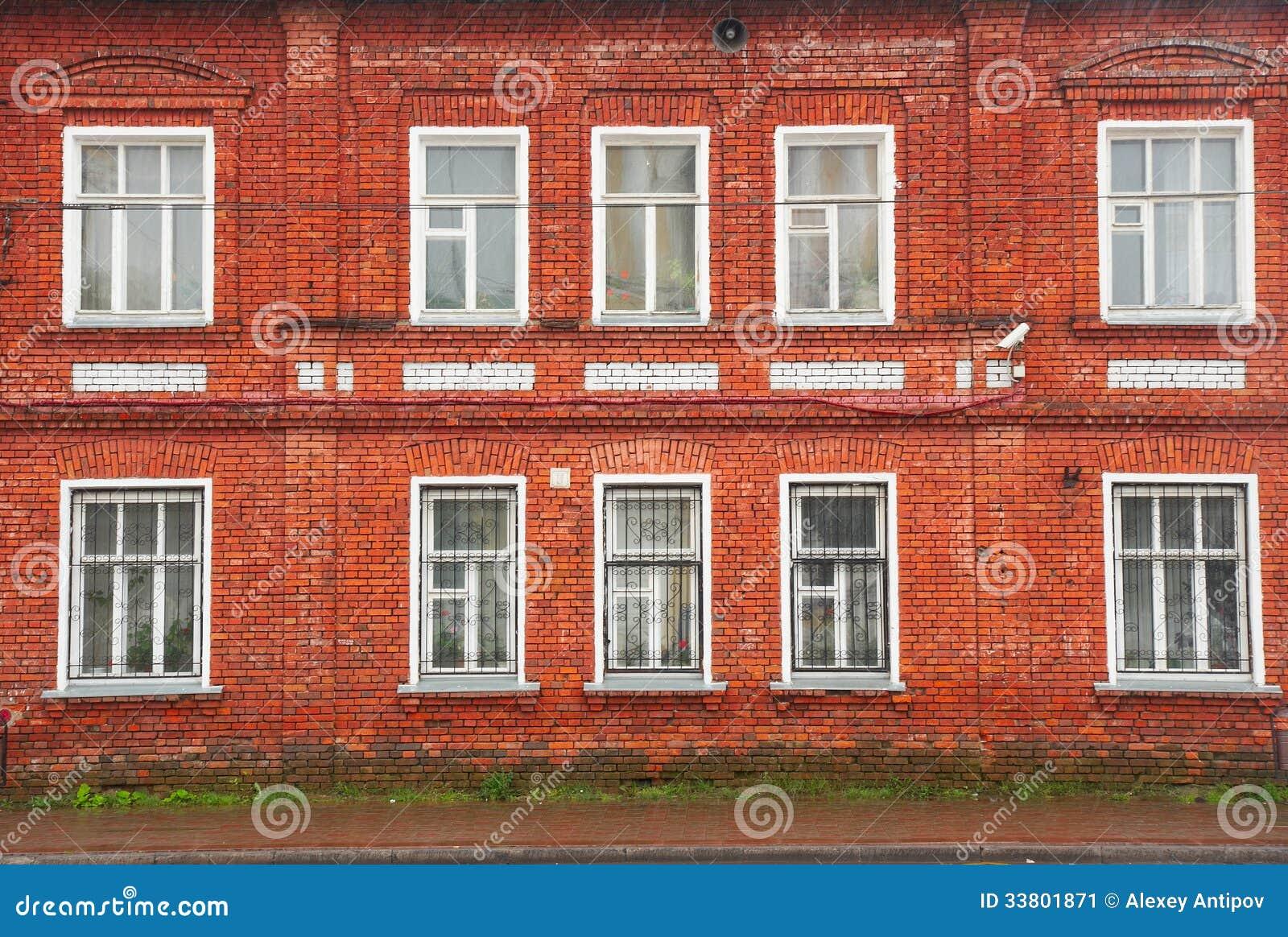 Fa ade de vieille maison de brique rouge image stock for Brique facade maison
