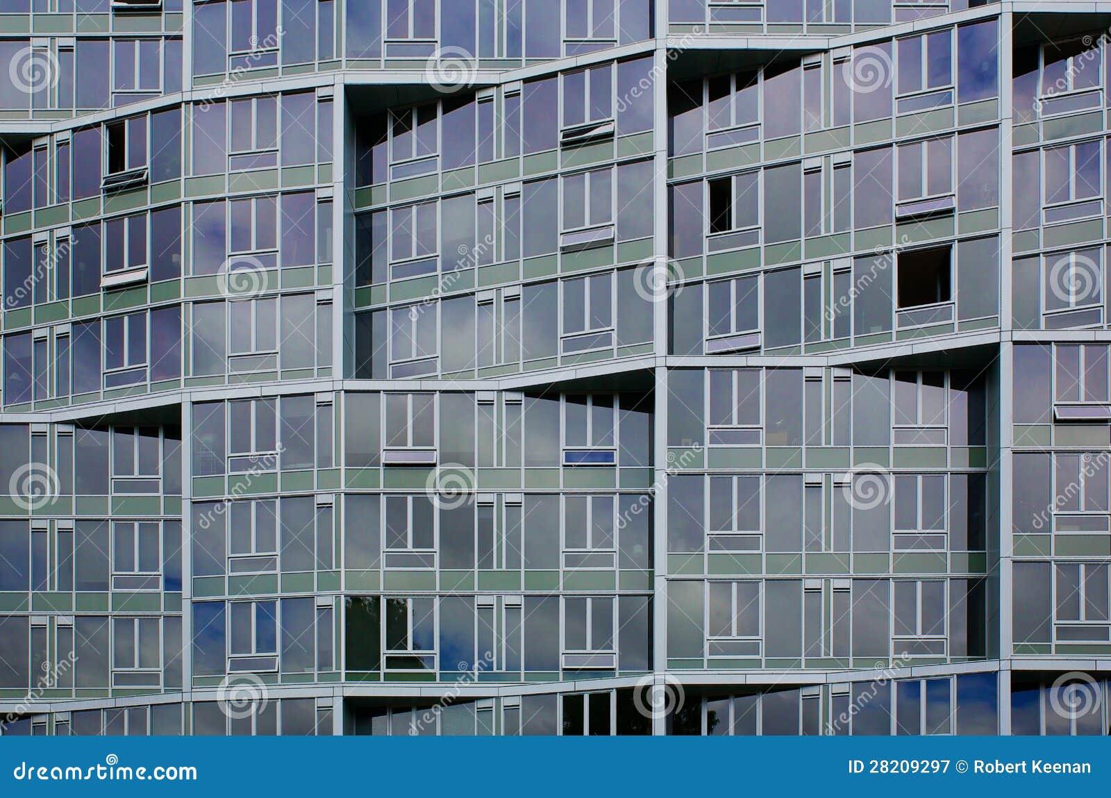 Fa ade irr guli re d 39 immeuble de bureaux photographie for Facade immeuble moderne