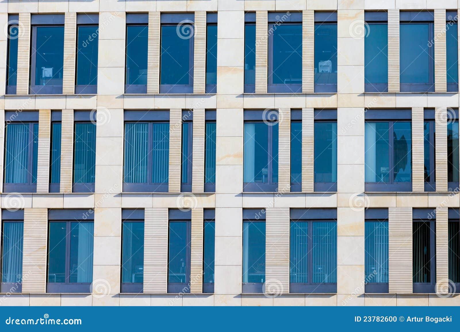 Fa ade moderne d 39 immeuble de bureaux photo stock image for Facade immeuble moderne