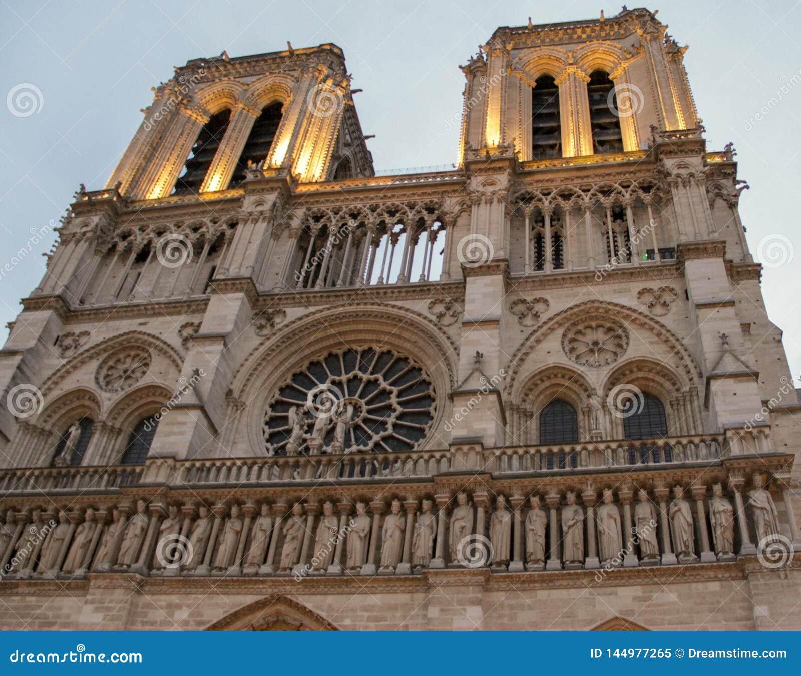 Fa?ade Notre Dame ? Paris