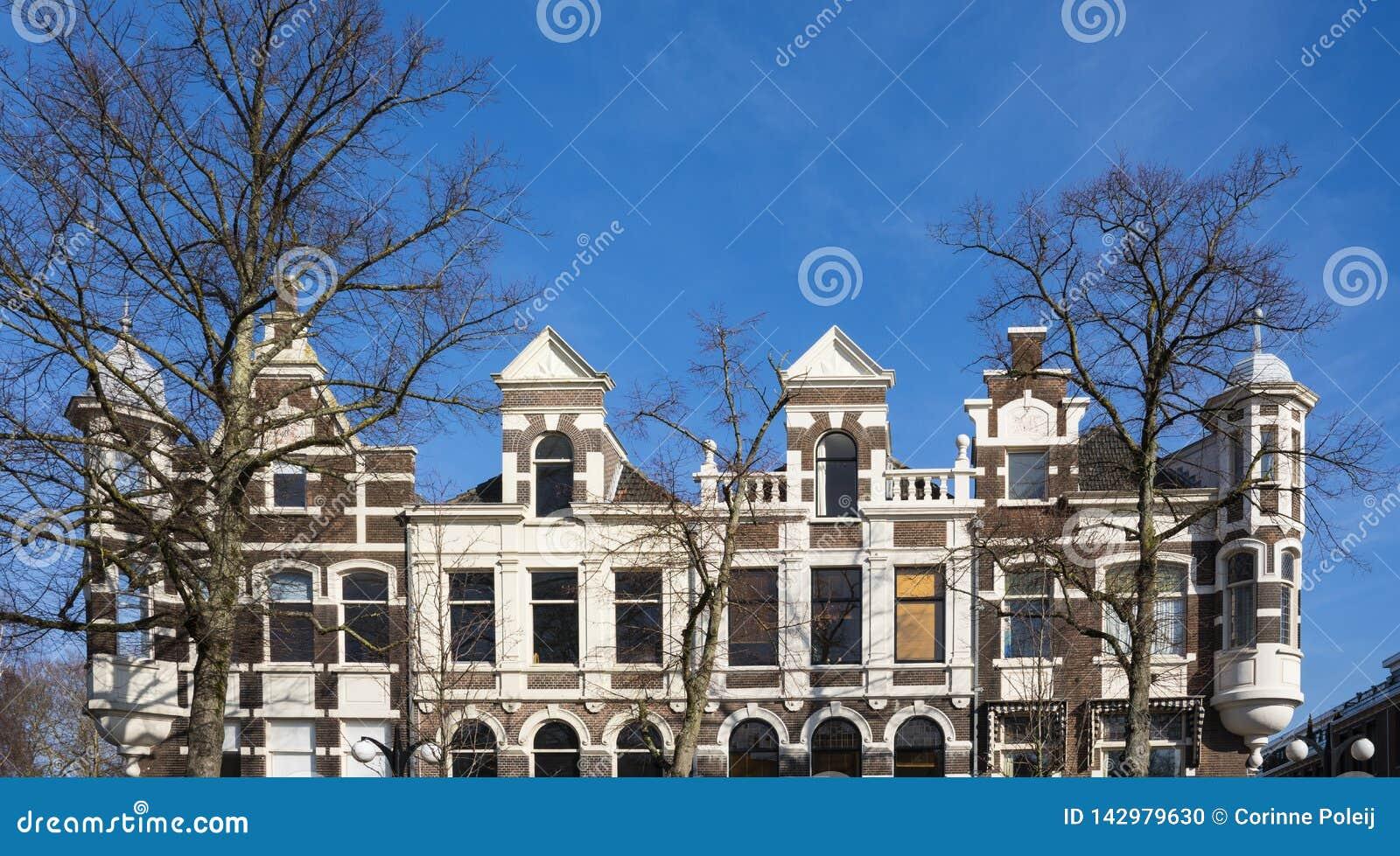 Façades des maisons dans la rue Vrieseplein, Dordrecht, Pays-Bas
