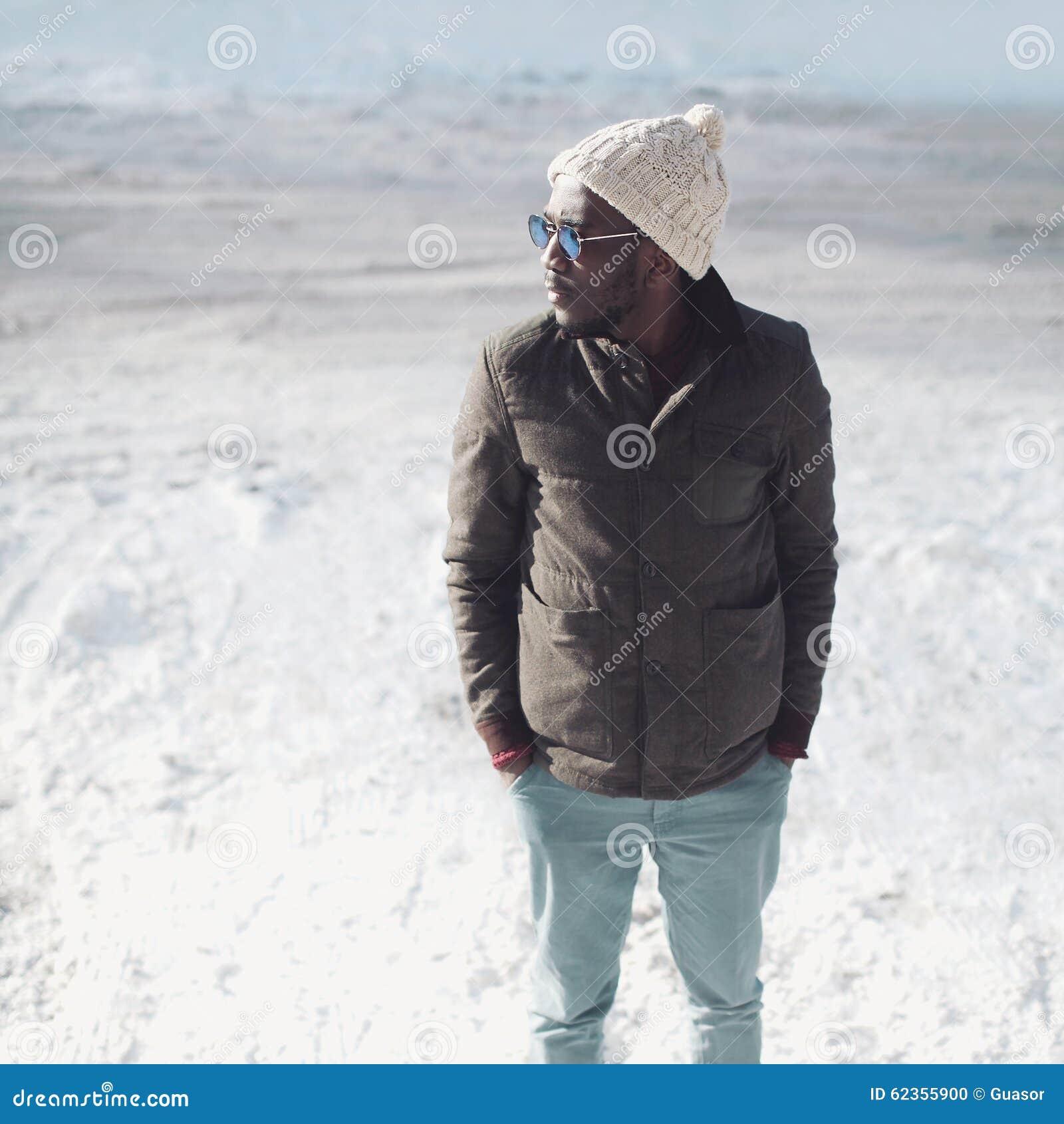 Façonnez Les Port Jeune De Africain Élégant À Lunettes D'homme FxrFwqTYC