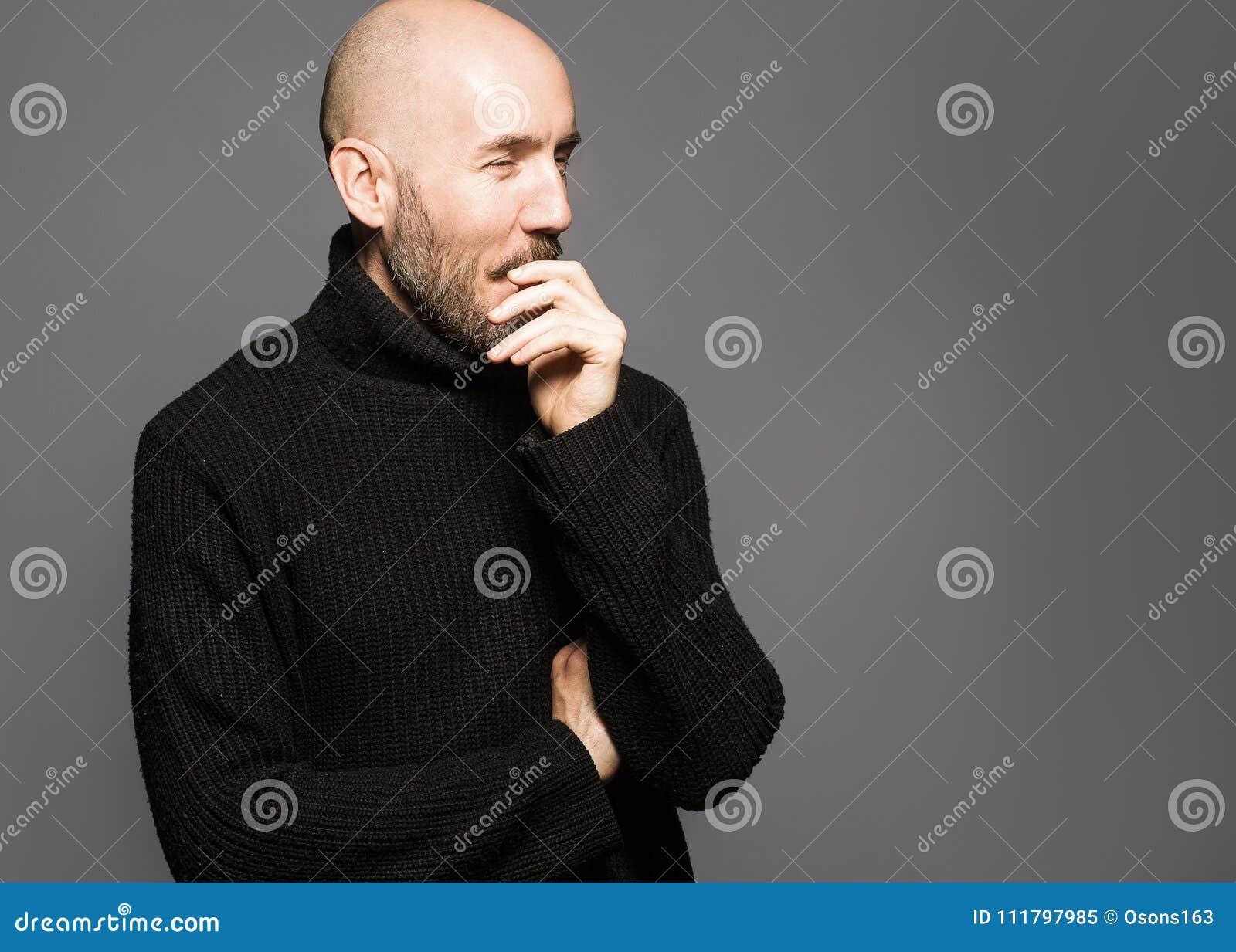 Le De 40 Façonnez Dessus Ans Tenant Portrait Homme Se Au D'un qwSIXFxId