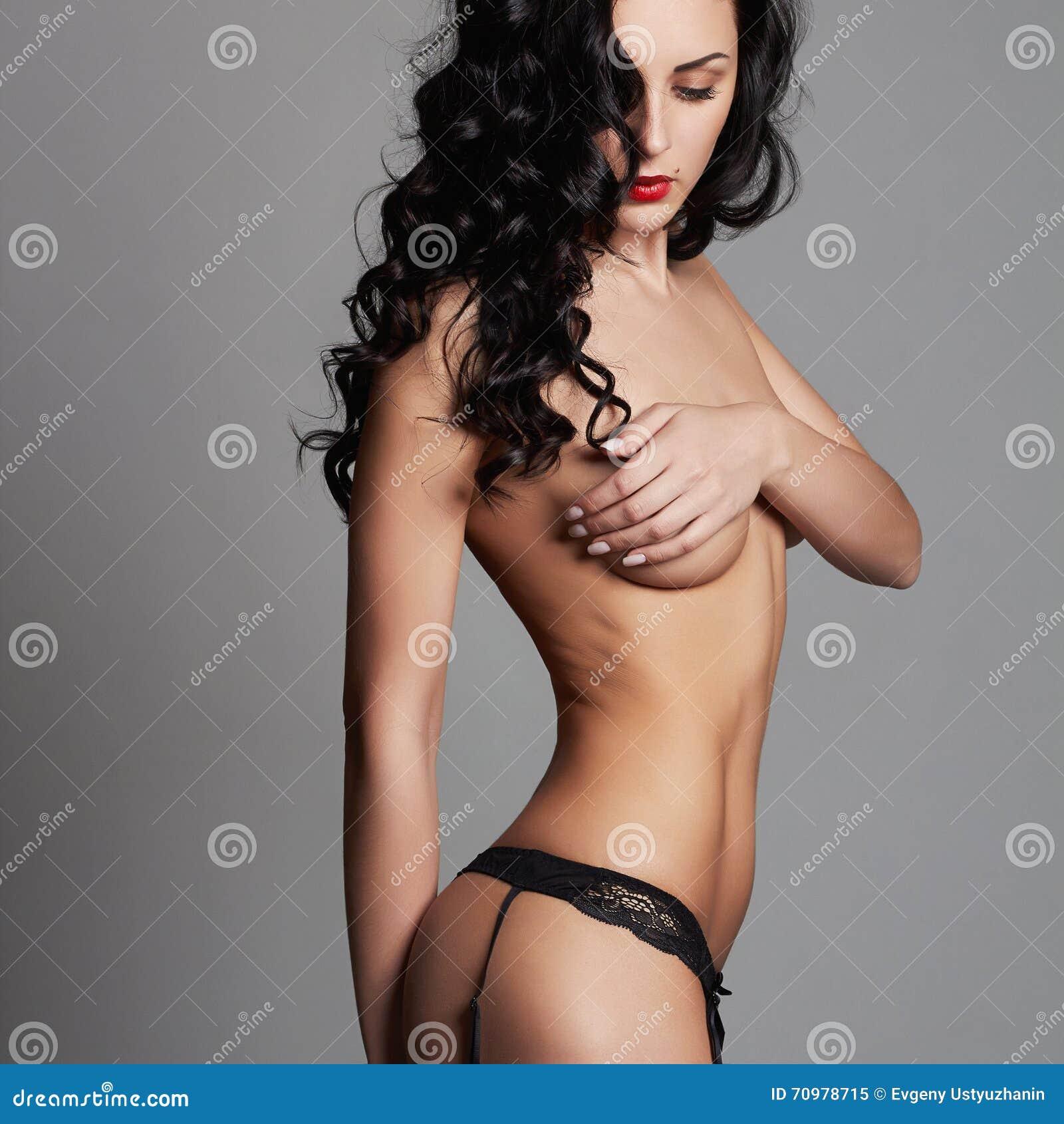jeune fille nue sexy le VIH sur la queue