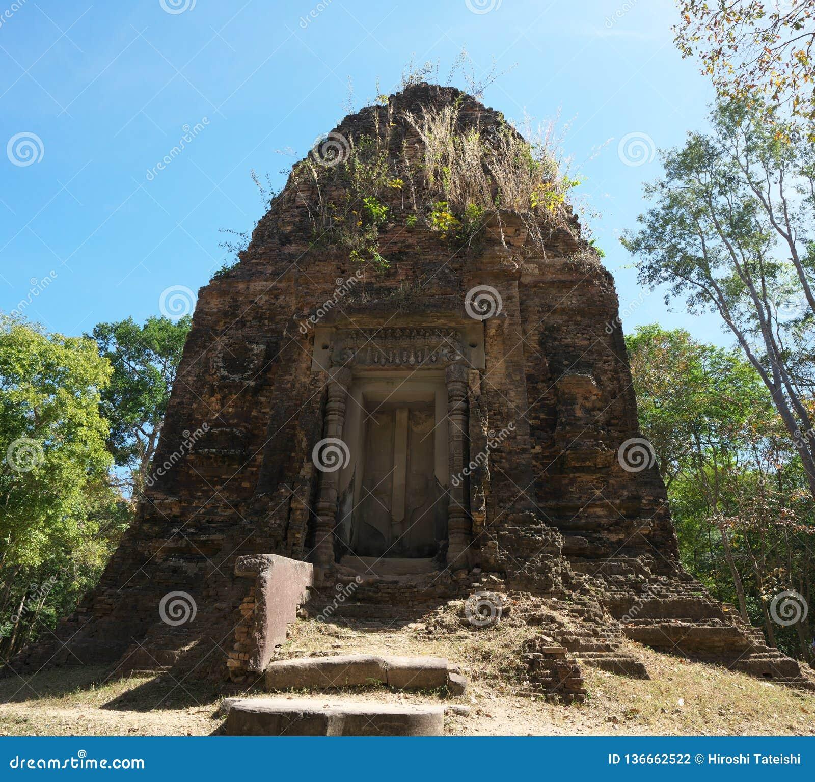 Fałszywy drzwi Prasat Tao w Sambor Prei Kuk w Kambodża