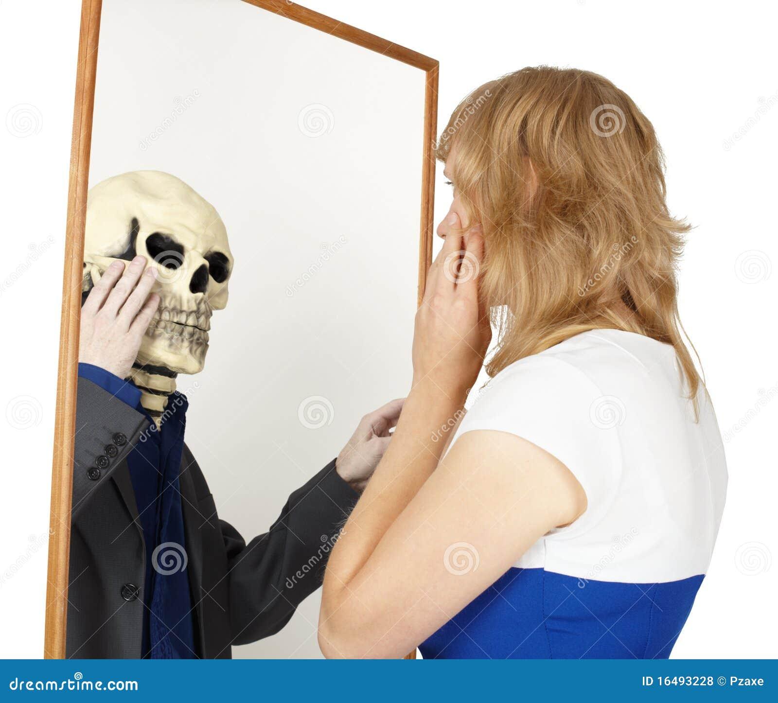 Fałszywy dziewczyny spojrzeń lustro