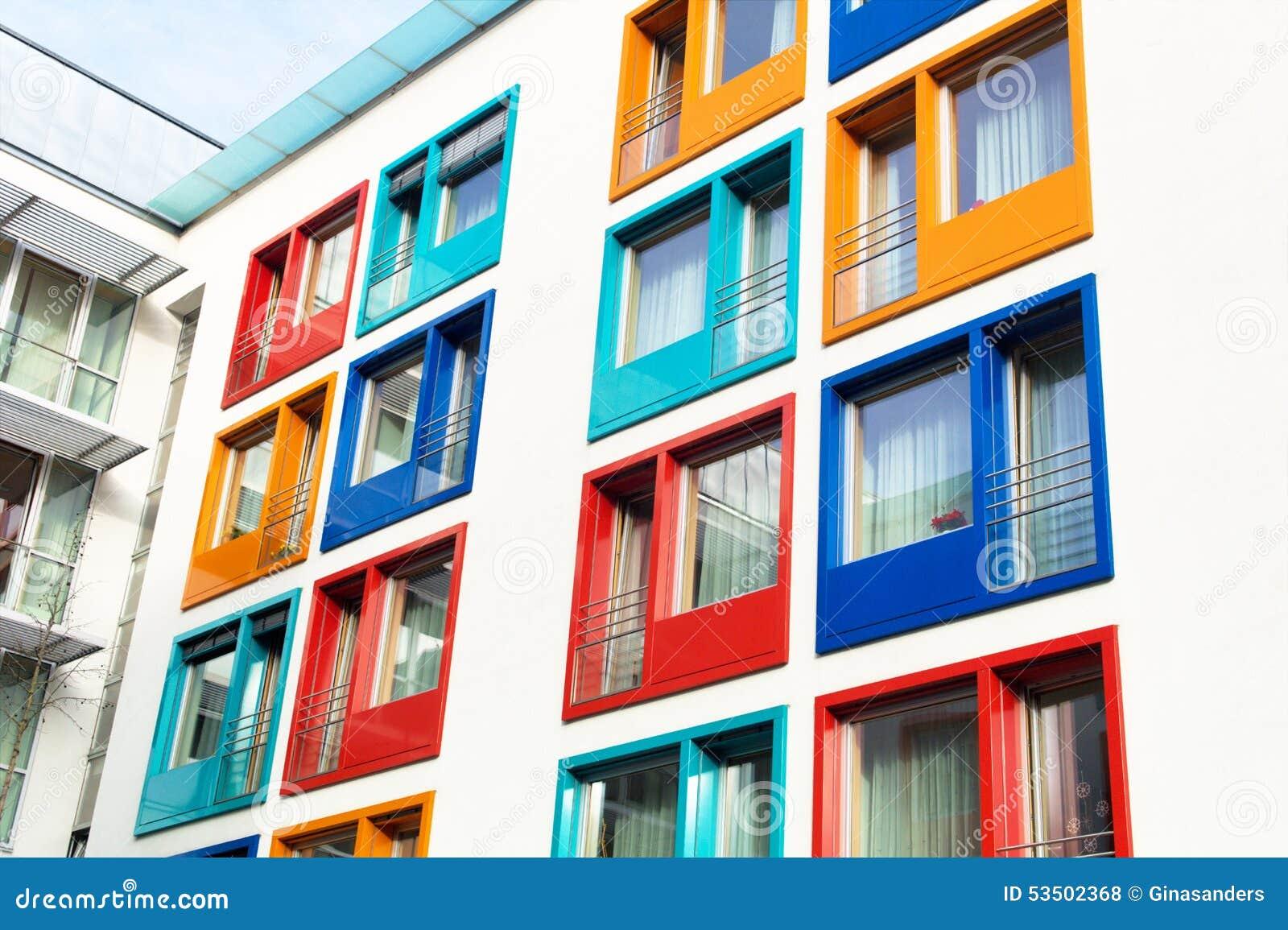 Fa ade color e de l 39 immeuble moderne photo stock image for Image immeuble moderne